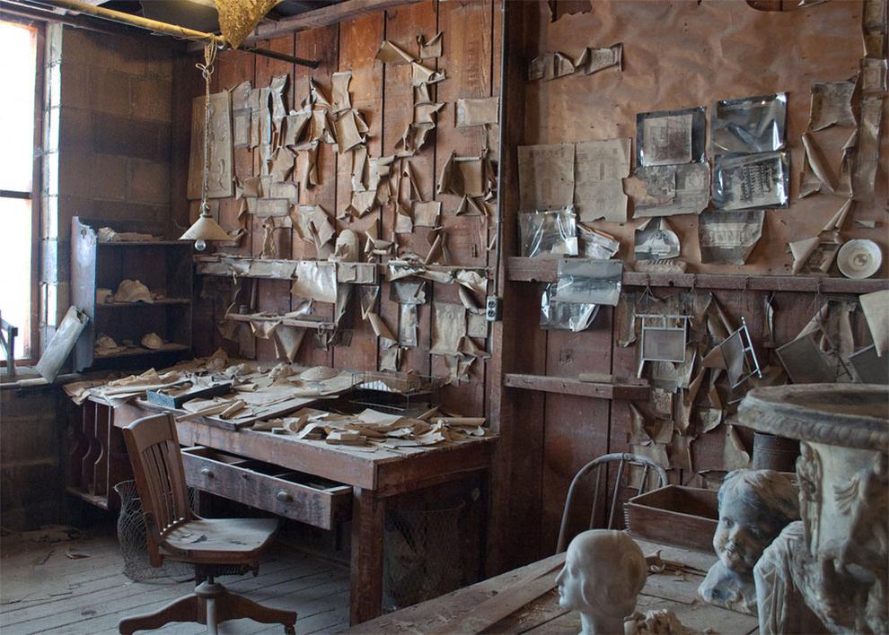 Forgotten office by Robyn Meyer.