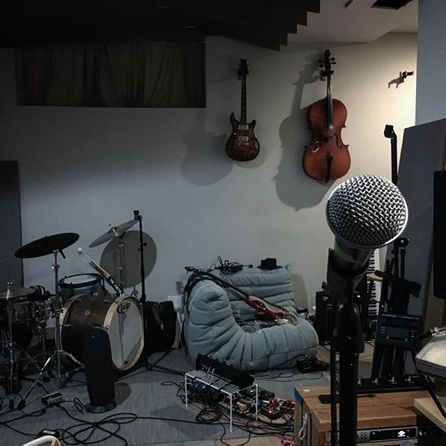Another lovely, bouncy, pedal to the metal practice for our Mercury Lounge gig! Always a cool feeling after, when the space goes silent and everyone goes to bed. See you Sunday! Tickets link in bio! . . . . . . . #mercurylounge #newyork #livemusic #bandpractice #brooklynband #soexcited #studio