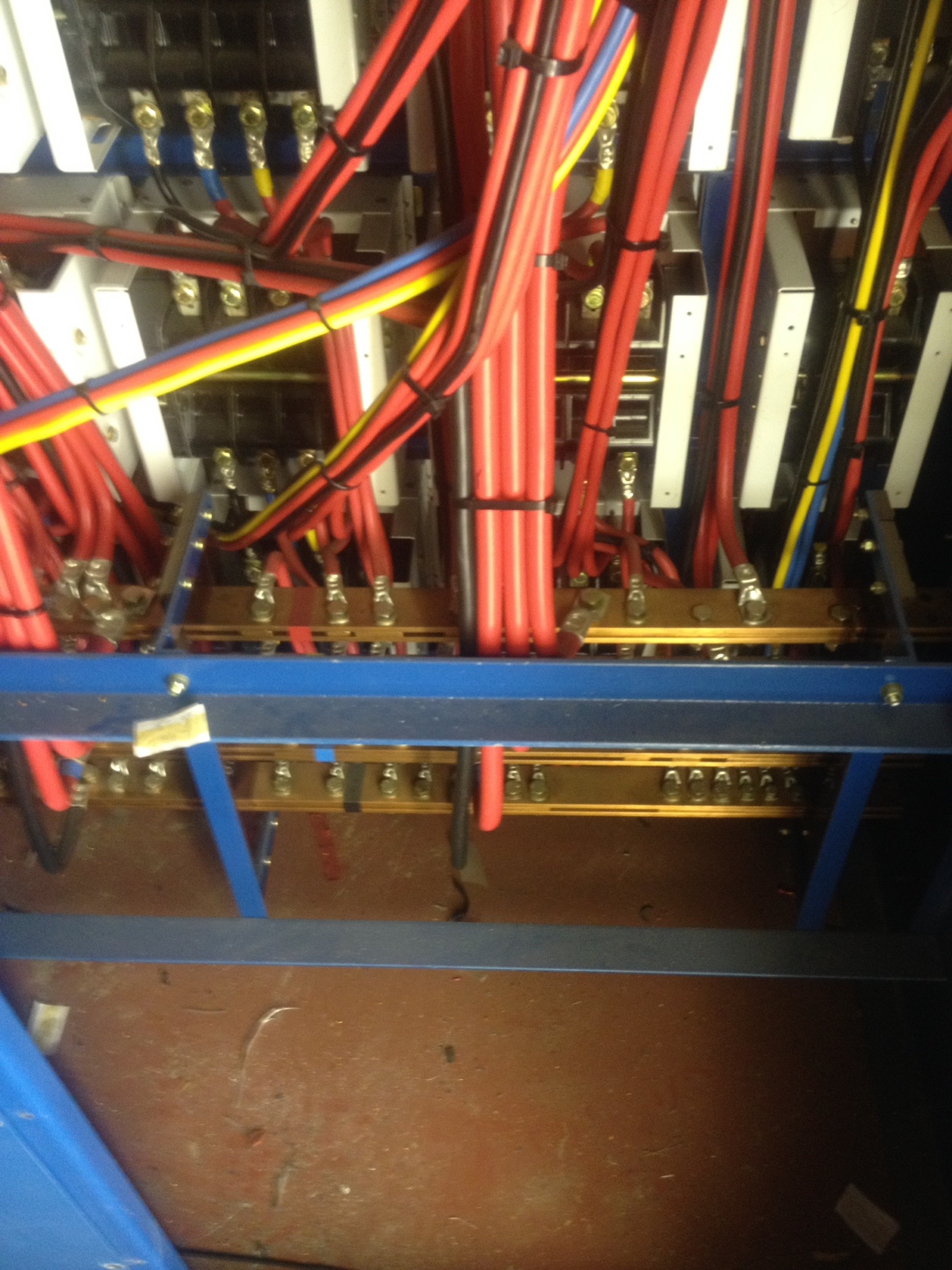 2000 AMp LV switch Gear.jpg