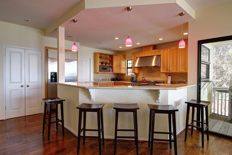 2535Whitney_Kitchen.jpg