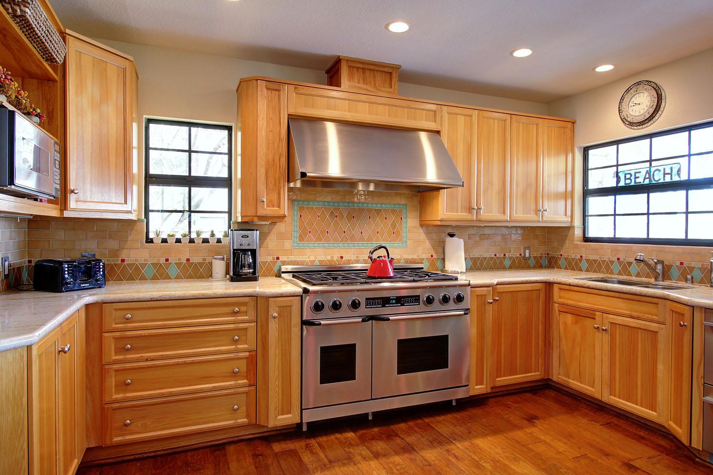 2535Whitney_Kitchen2.jpg