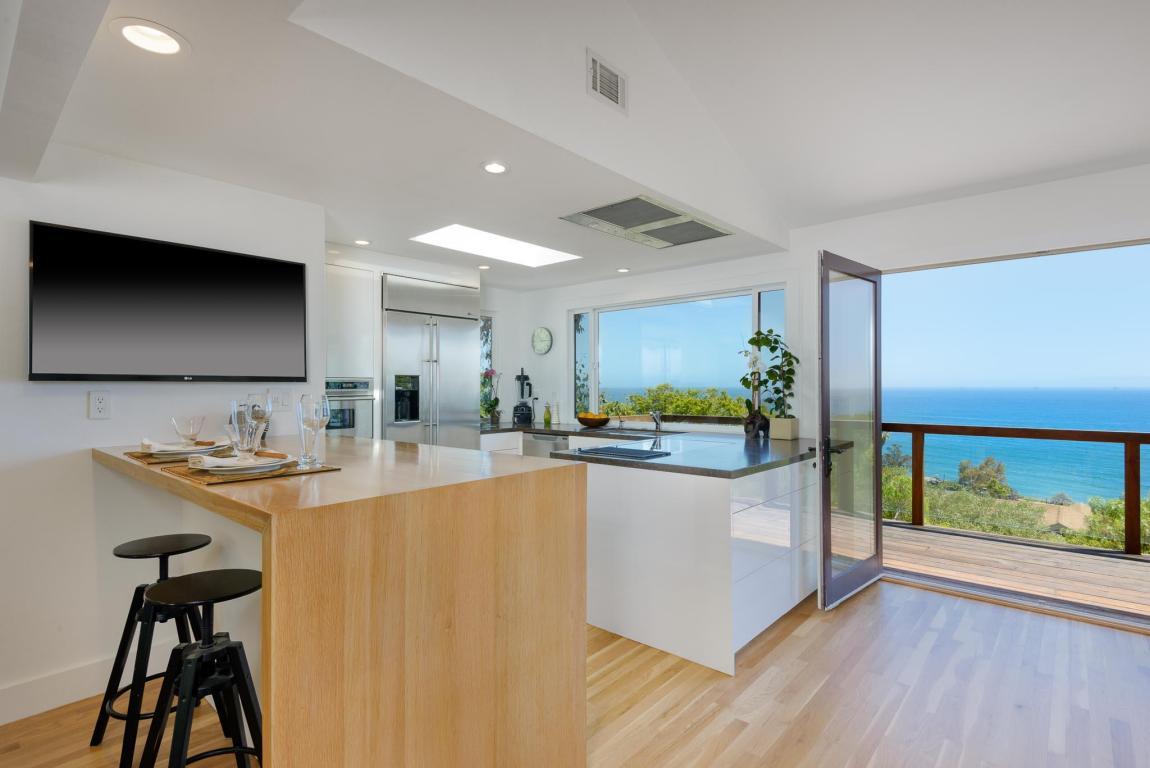 2541_Whitney_Ave_kitchen.jpg