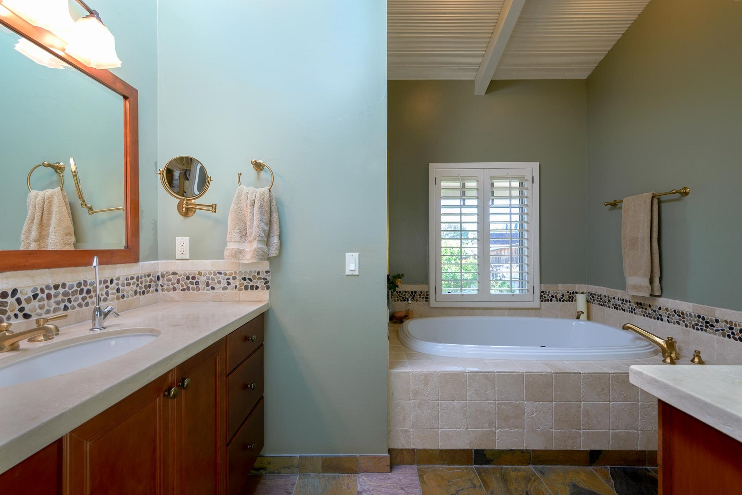 170OliveStreet_BathroomView1.jpg