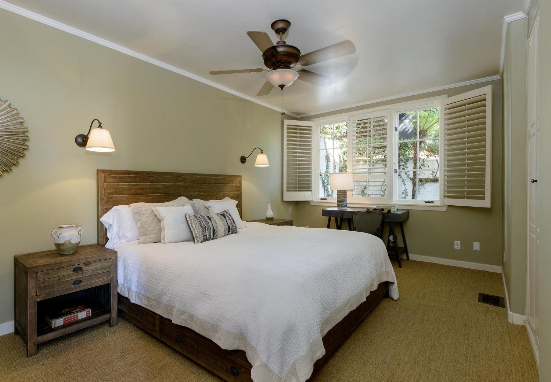 2425WhitneyAve_Bedroom2.jpg