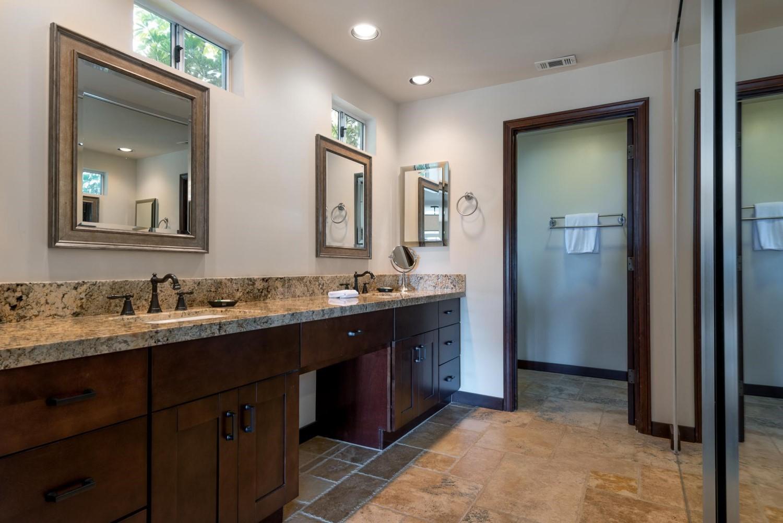 2521WhitneyAve_Bathroom1.jpg