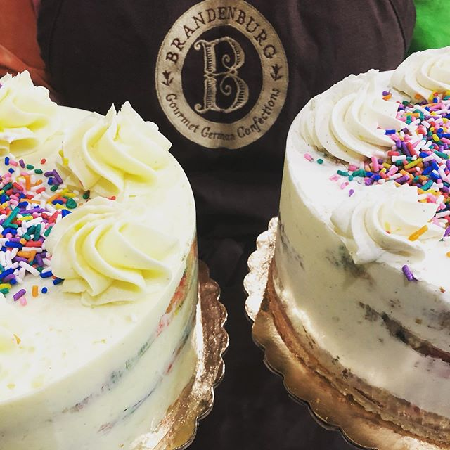 Can you tell the difference..? Left gluten-free, right our regular funfetti cake. Most of our cakes are also available gluten-free! Just give us a weeks notice. #brandenburgbakery #glutenfree #glutenfreecake #sullivancatskills #treatyourself #livingstonmanorny #cakes