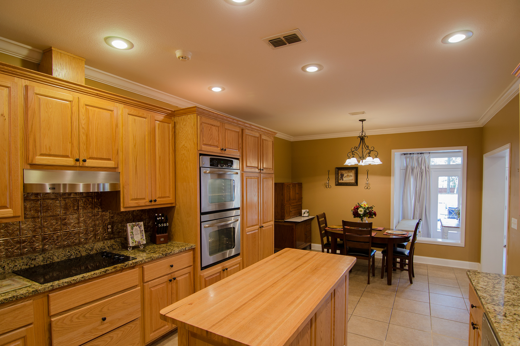 3riversrealty-kitchen3.jpg