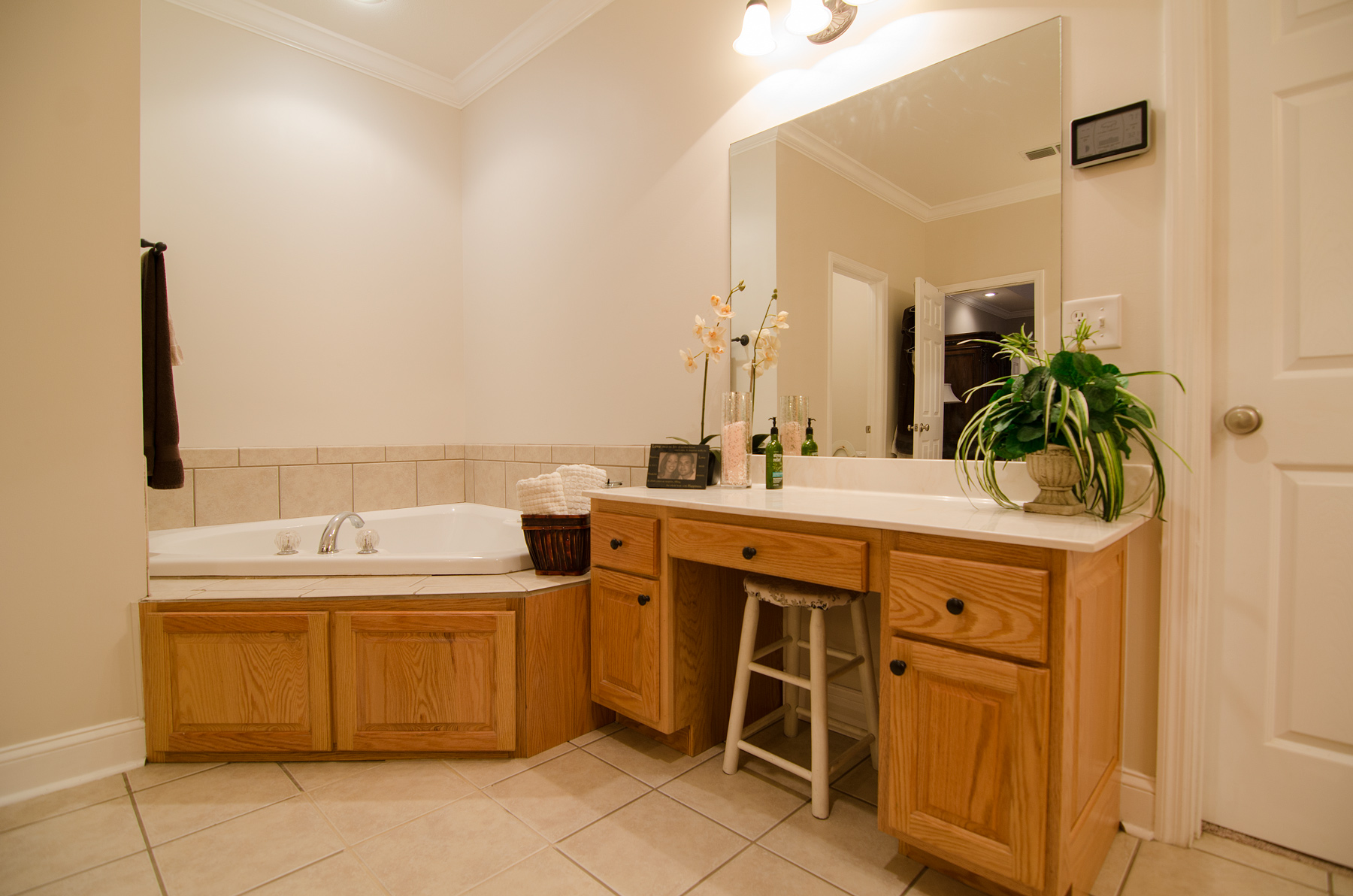 3riversrealty-masterbath2.jpg