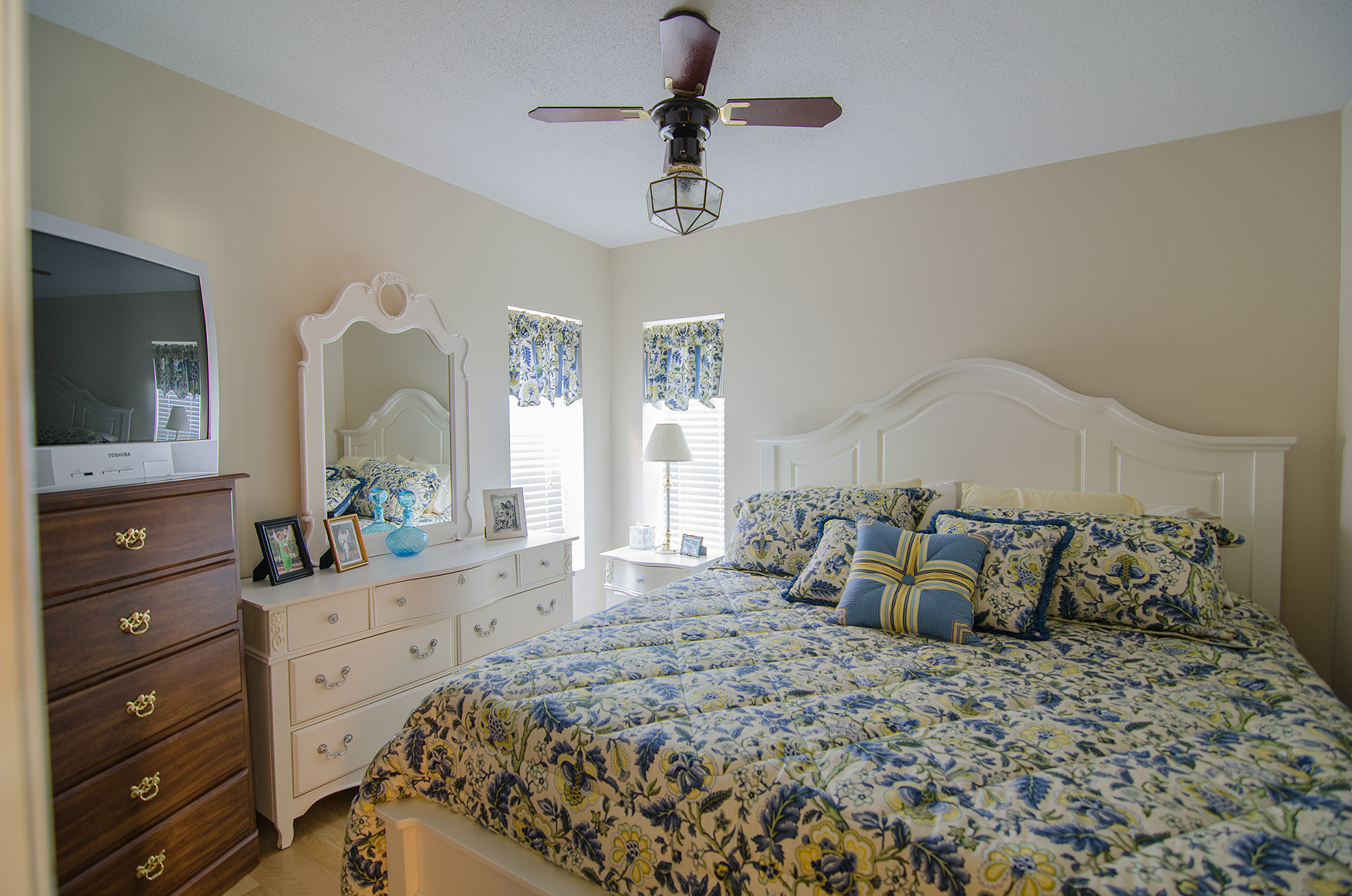 3riversrealty,spring-creek,watefront,south-georgia,lake-seminole,vacation-home,bedroom2,mills-brock.jpg