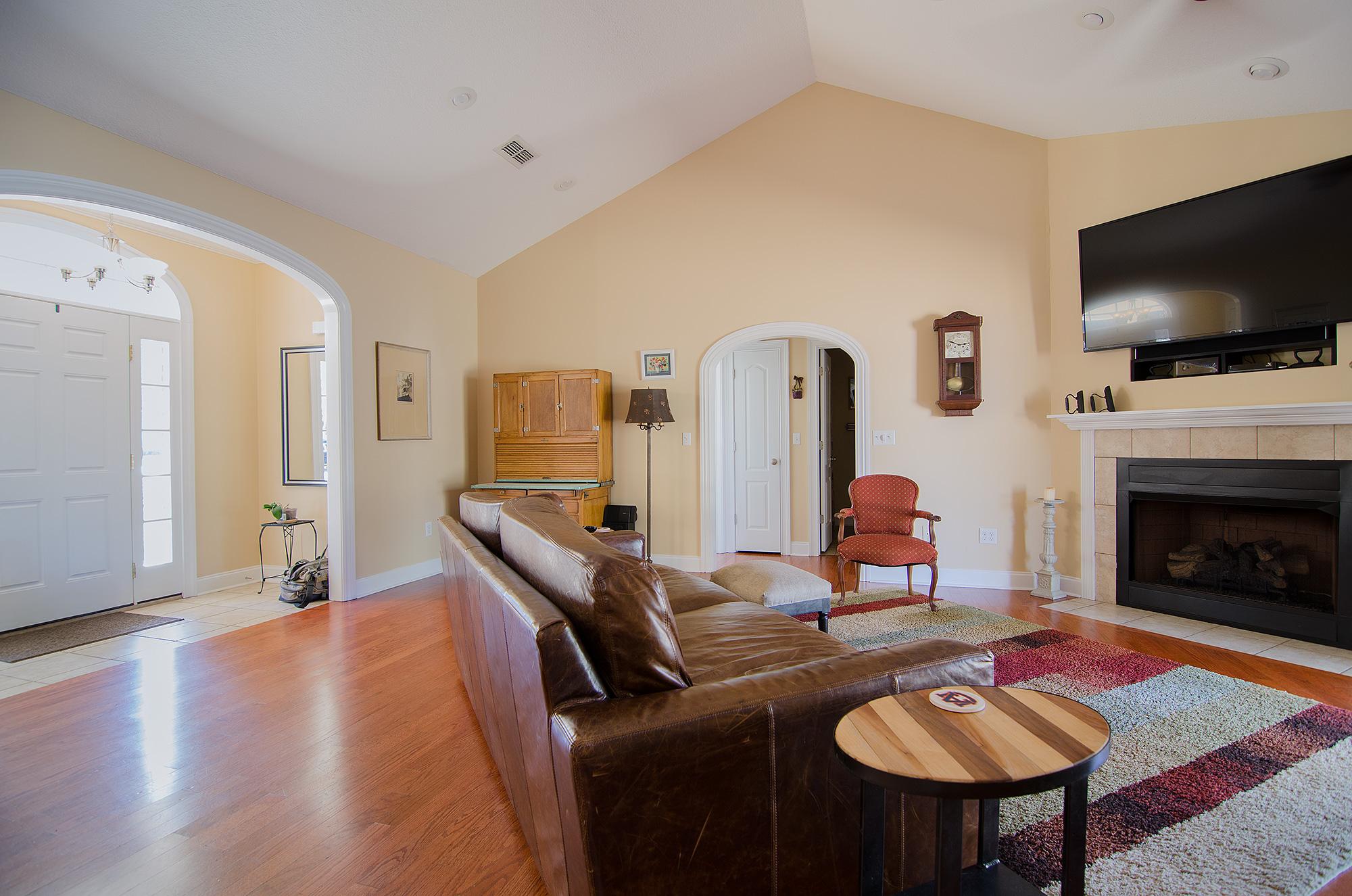 3riversrealty,-bainbridge-home-for-sale,boxwood-drive,mills-brock,randee-eubanks,living-room2.jpg