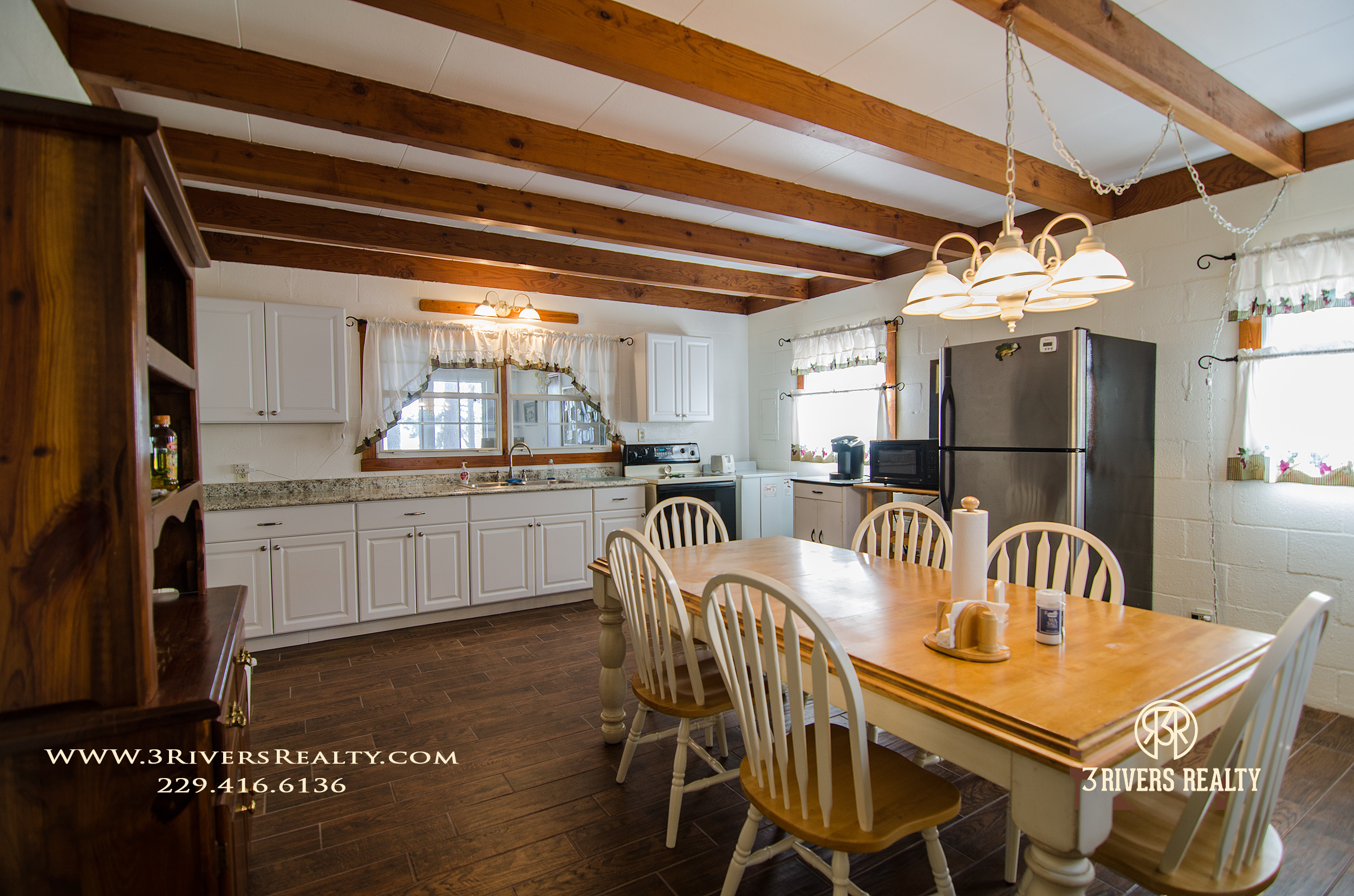 3riversrealty_vacation-home_river-house_mills-brock_lake_waterfront_georgia_southern_recreation_canoeing_tourism_kitchen2.jpg