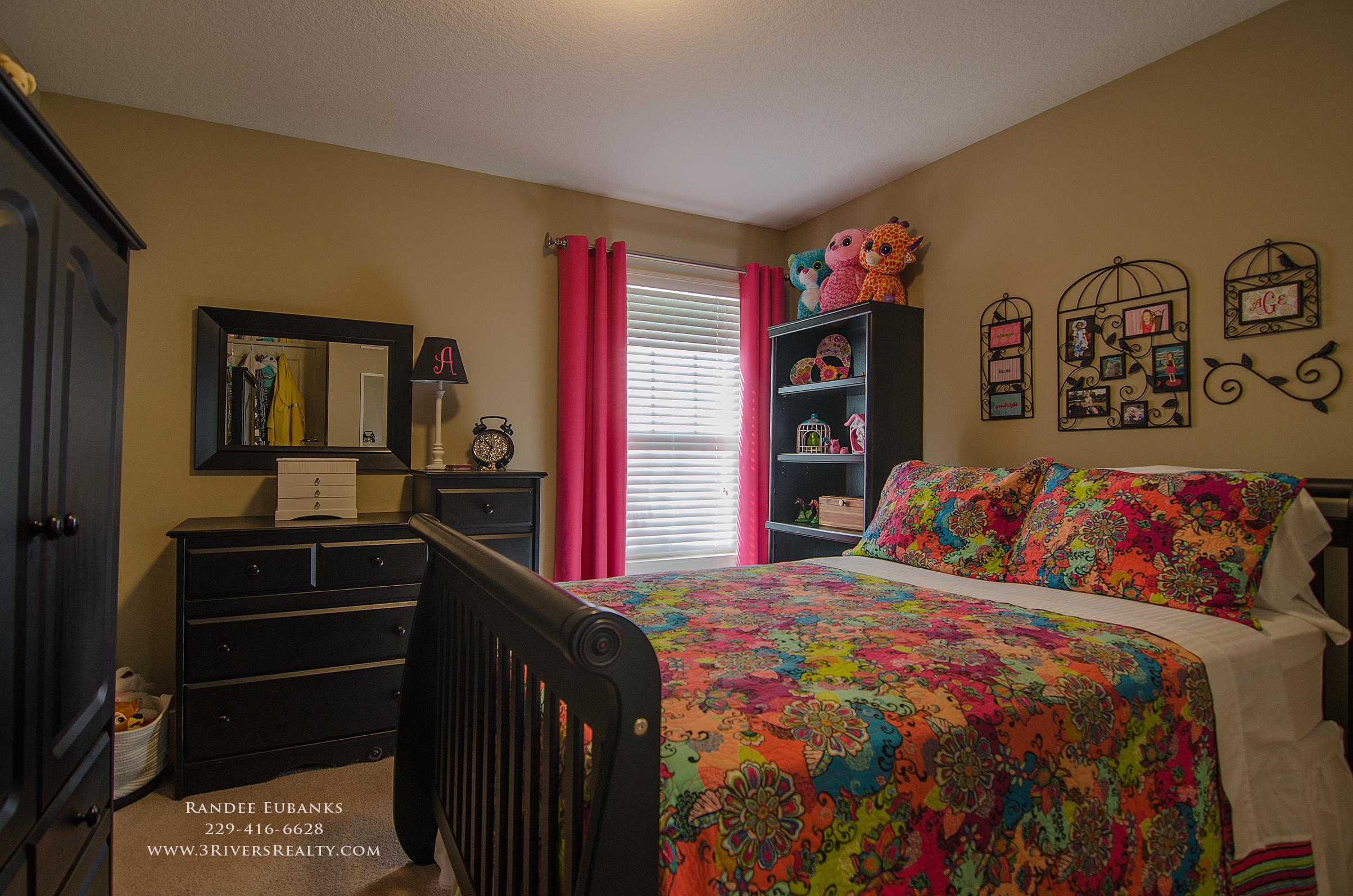 3riversrealty_bainbridge-georgia-home-for-sale_3-bed-2-bath_outdoor-fireplace_three-rivers-realty_mills-brock_Taurus-USA_-pool_back-porch-bedroom2 - Copy.jpg