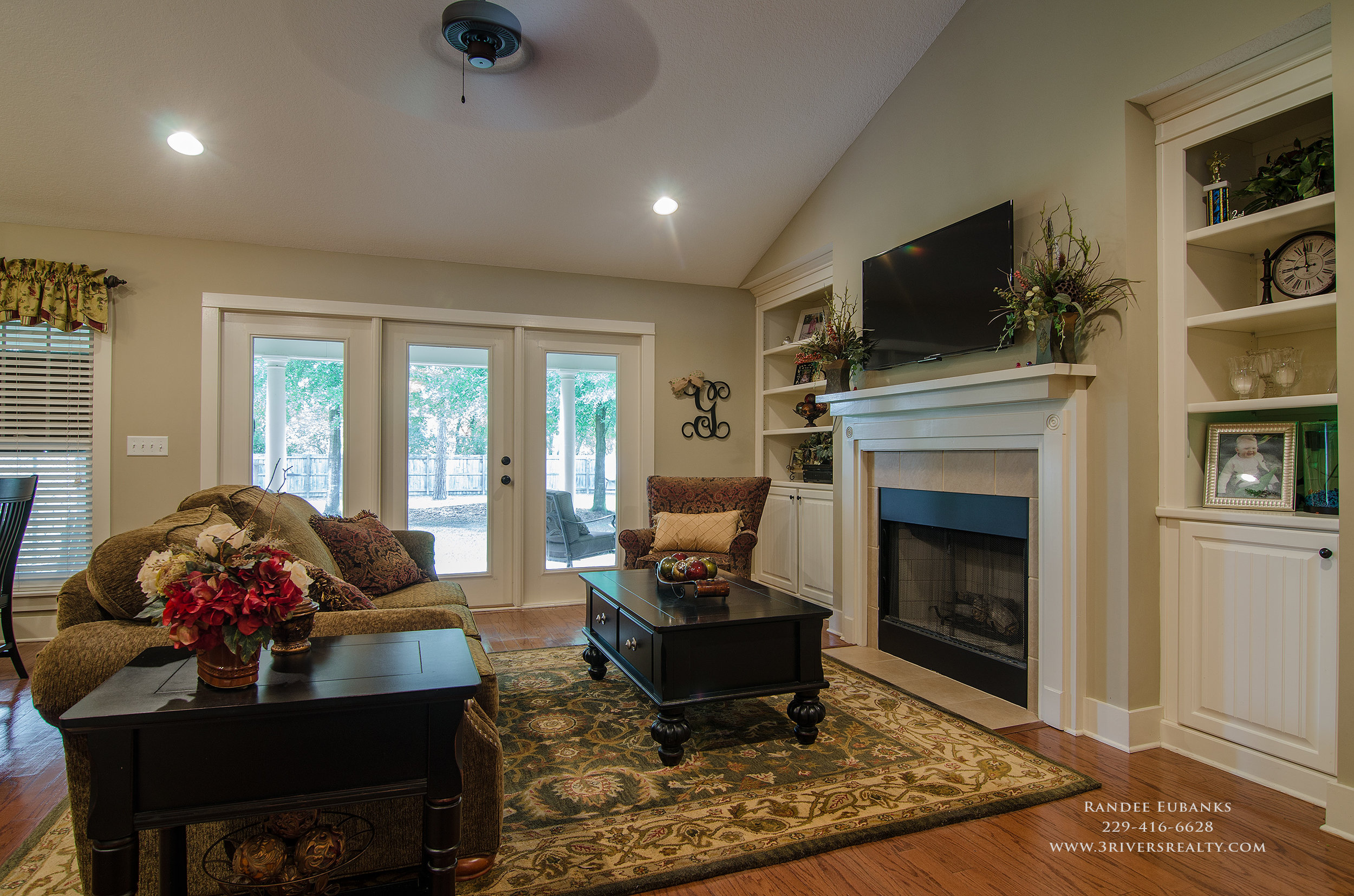 3riversrealty_bainbridge-georgia-home-for-sale_3-bed-2-bath_outdoor-fireplace_three-rivers-realty_mills-brock_TaurusUSA_pool_back-porch-fireplacae_livingroom.jpg