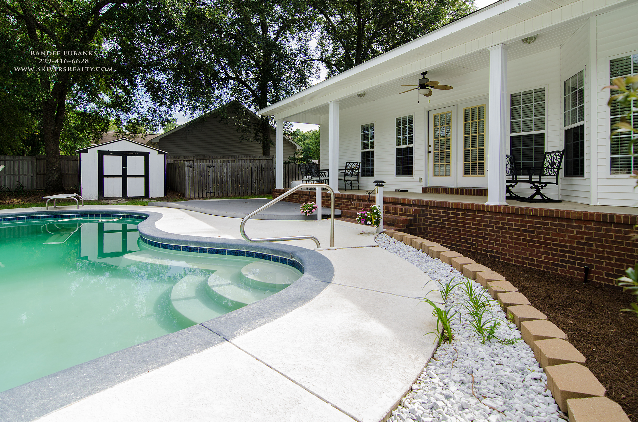 3riversrealty_bainbridge-georgia-home-for-sale_3-bed-2-bath_fireplace_three-rivers-realty_TaurusUSA_pool_back-porch_back-deck,pool.jpg