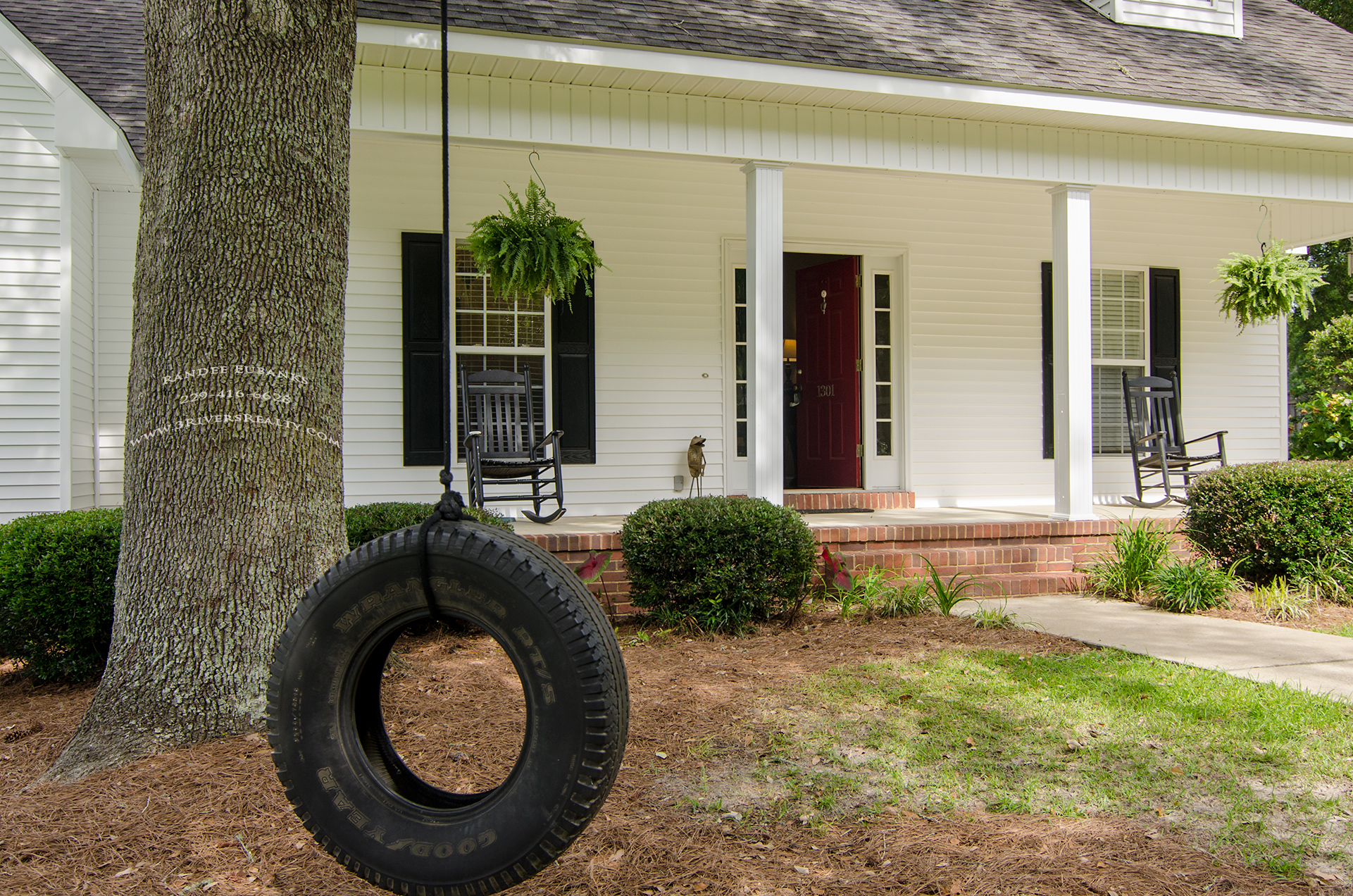 3riversrealty_bainbridge-georgia-home-for-sale_3-bed-2-bath_fireplace_three-rivers-realty_TaurusUSA_pool_back-porch_streetview_tire-swing.jpg