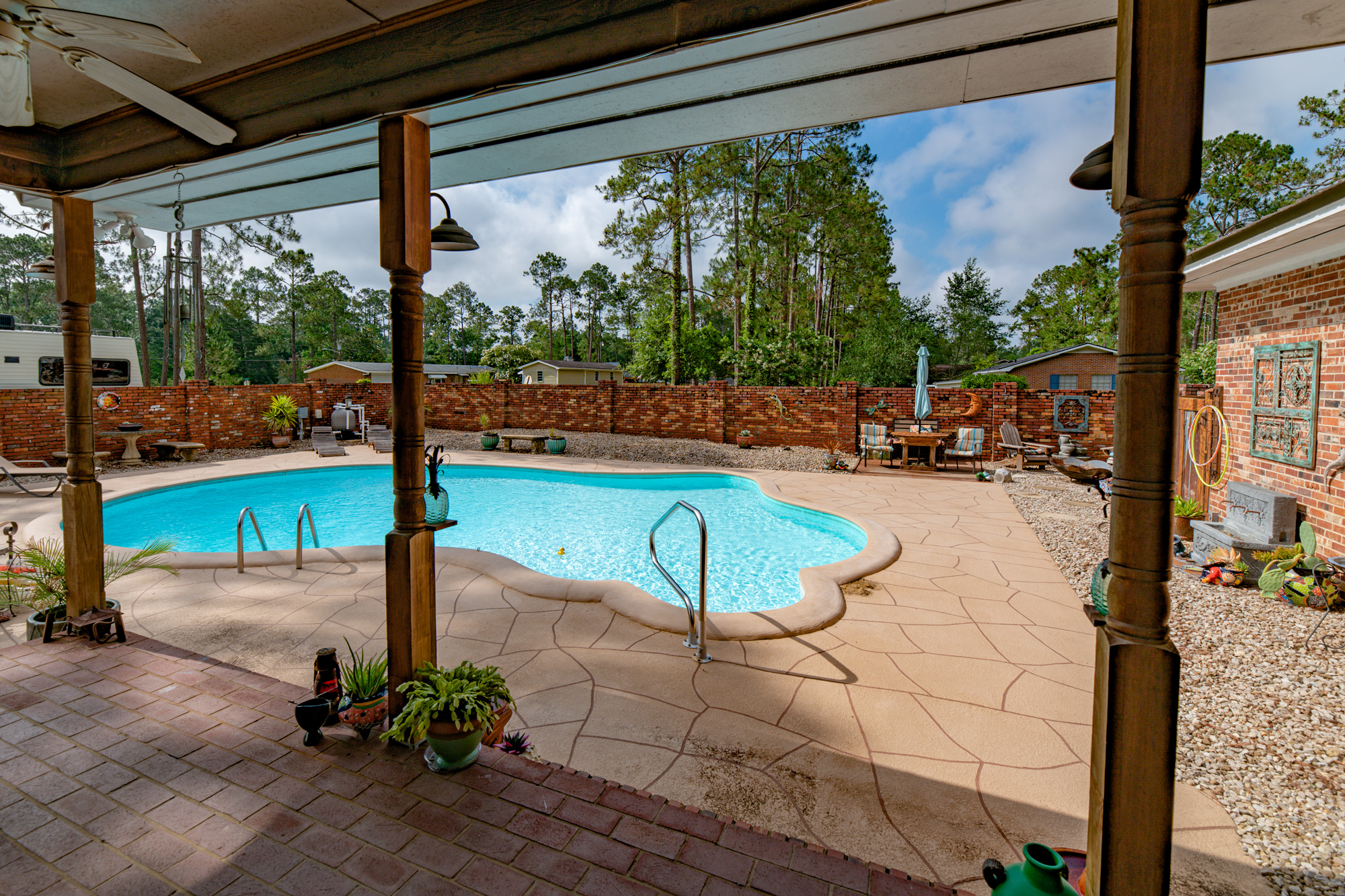 Pool & Deck -
