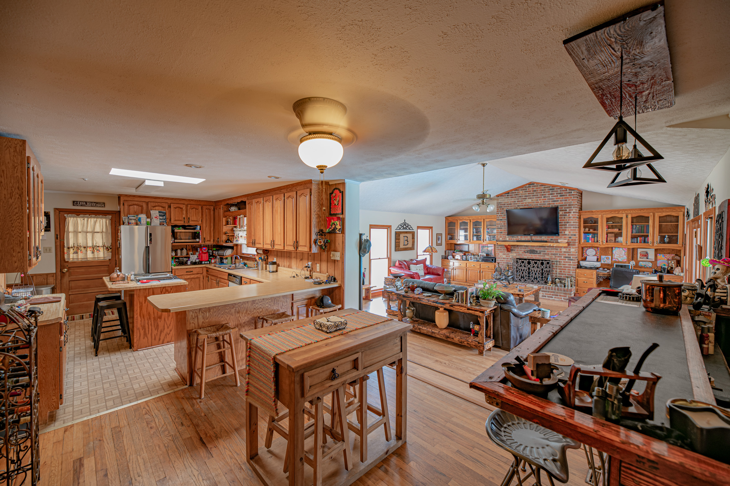 3-rivers-realty,3rr,911-morningside-drive,bainbridge-real-estate,bainbridggarealestate,mills-brock,three-rivers-realty,kitchen-living-room-bar.jpg