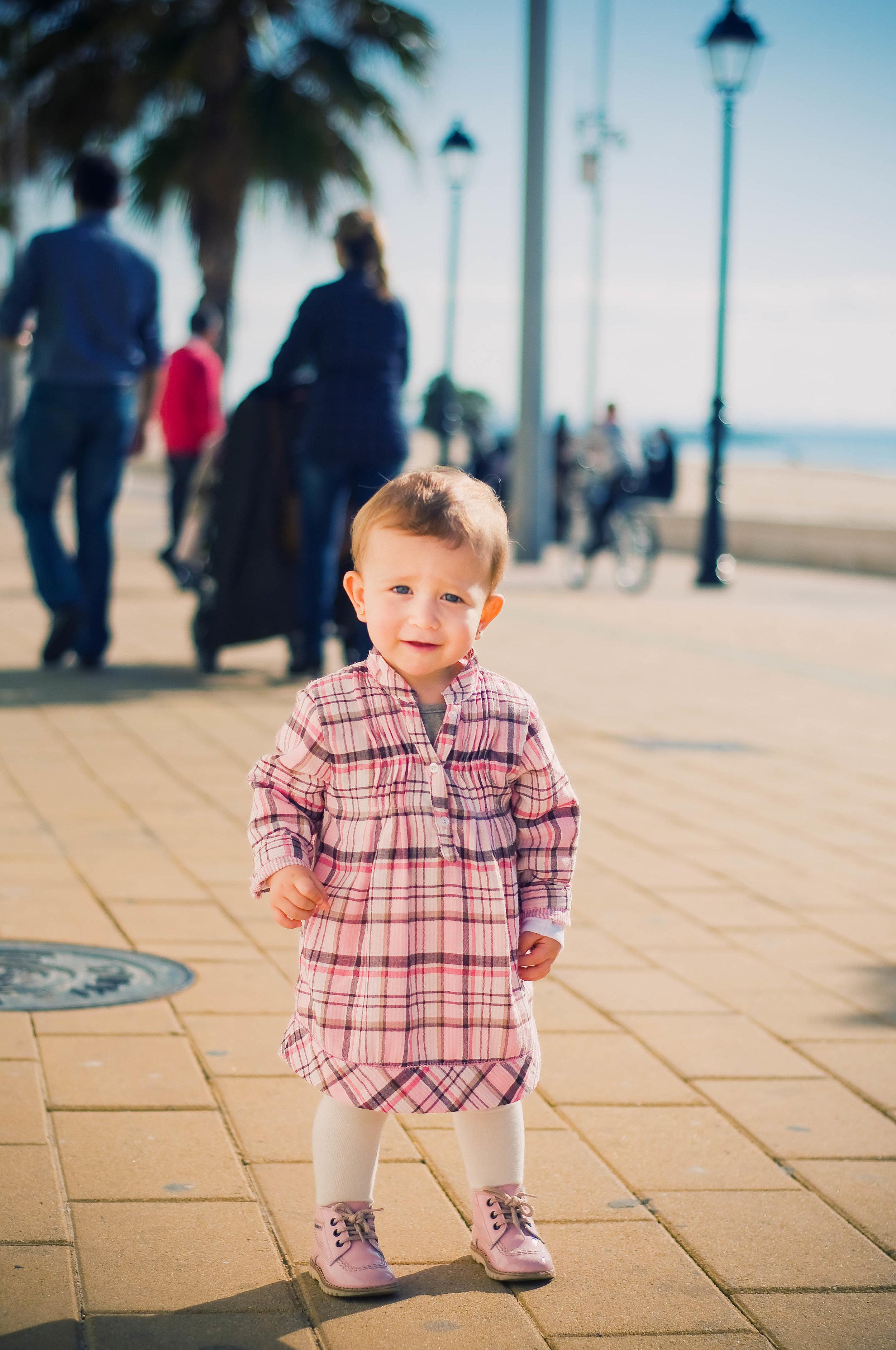 niña de paseo