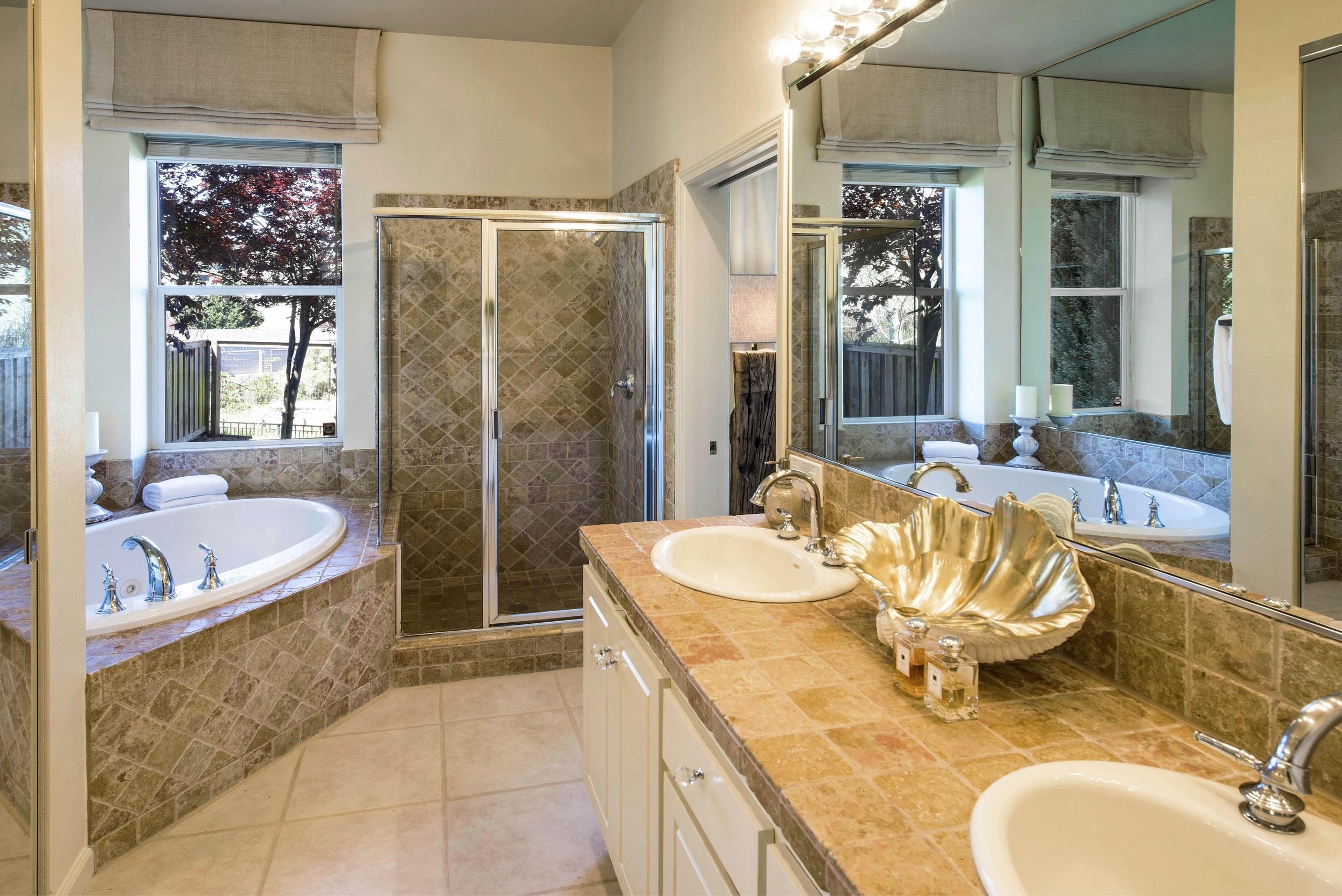 Bathroom DSC_6480.jpg
