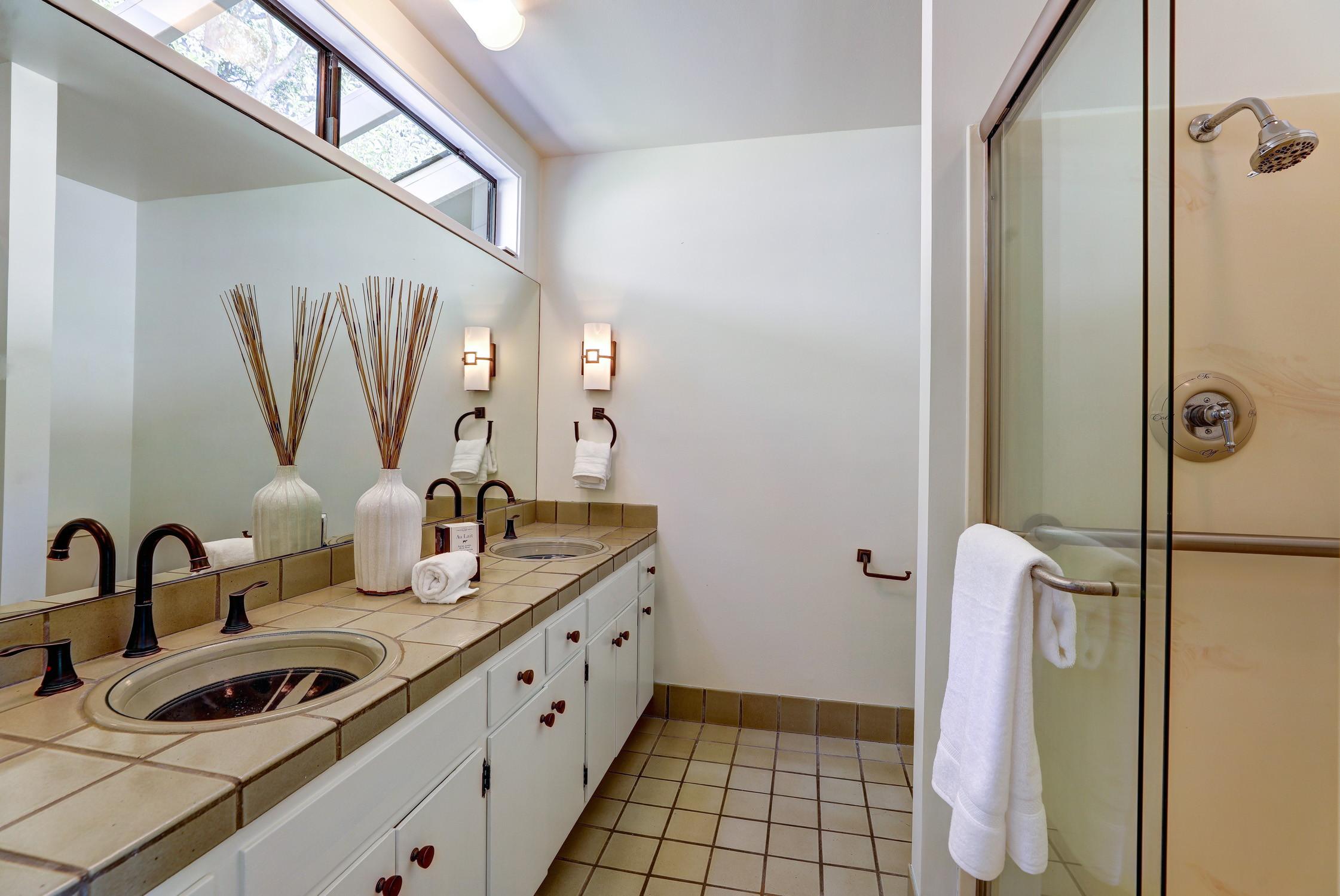 16Dorian 40 MLSSan Rafael Real Estate - Listed by Julia Fitzpatrick + Allie Fornesi Team Own Marin County .jpg