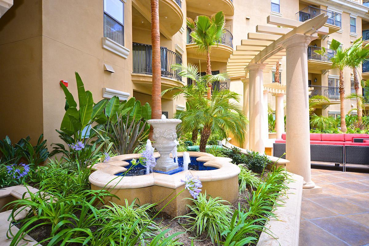 amenitiesCourtyard.jpg