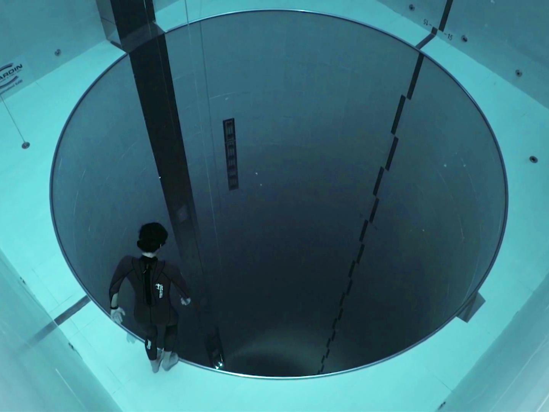 Freediving the World's DeepestPool - Digg