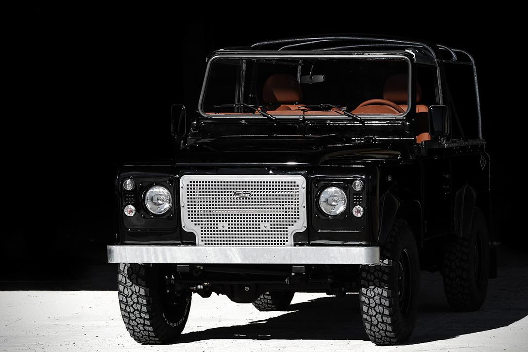 Back-in-Black-Land-Rover-Defender-by-Cool-Vintage-5.jpg