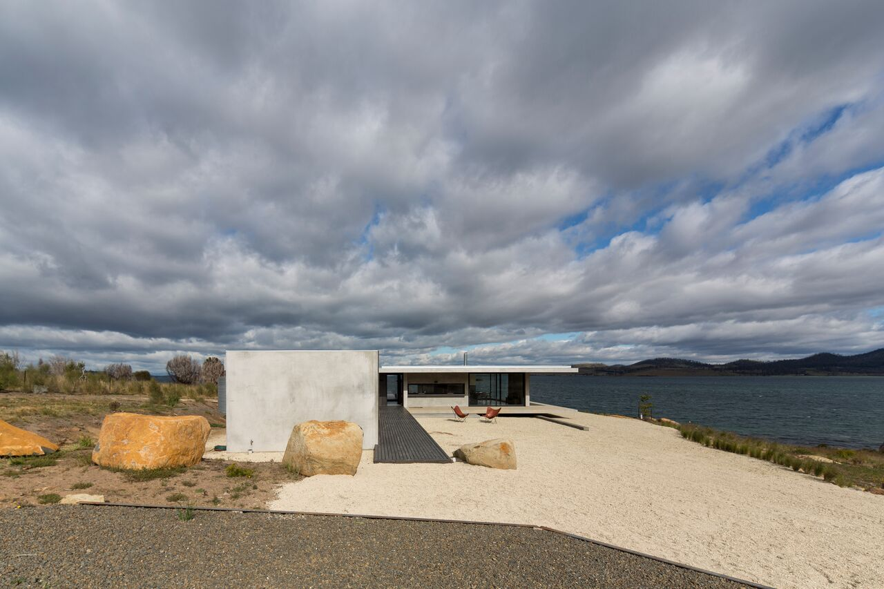 Local-Australian-Architecture-Younger-House-Designed-by-Stuart-Tanner-Architects-2.jpeg