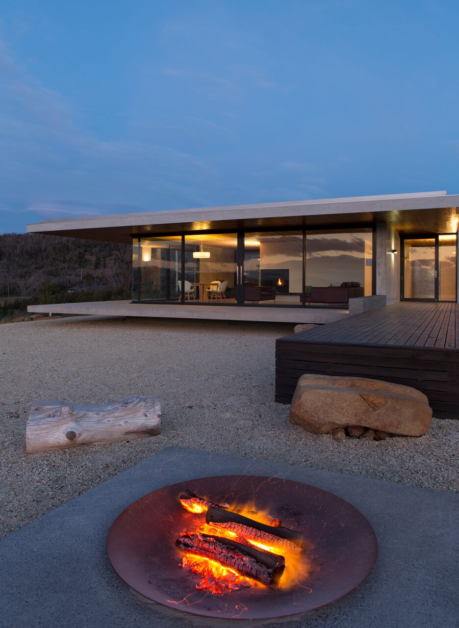 Local-Australian-Architecture-Younger-House-Designed-by-Stuart-Tanner-Architects-17.jpeg