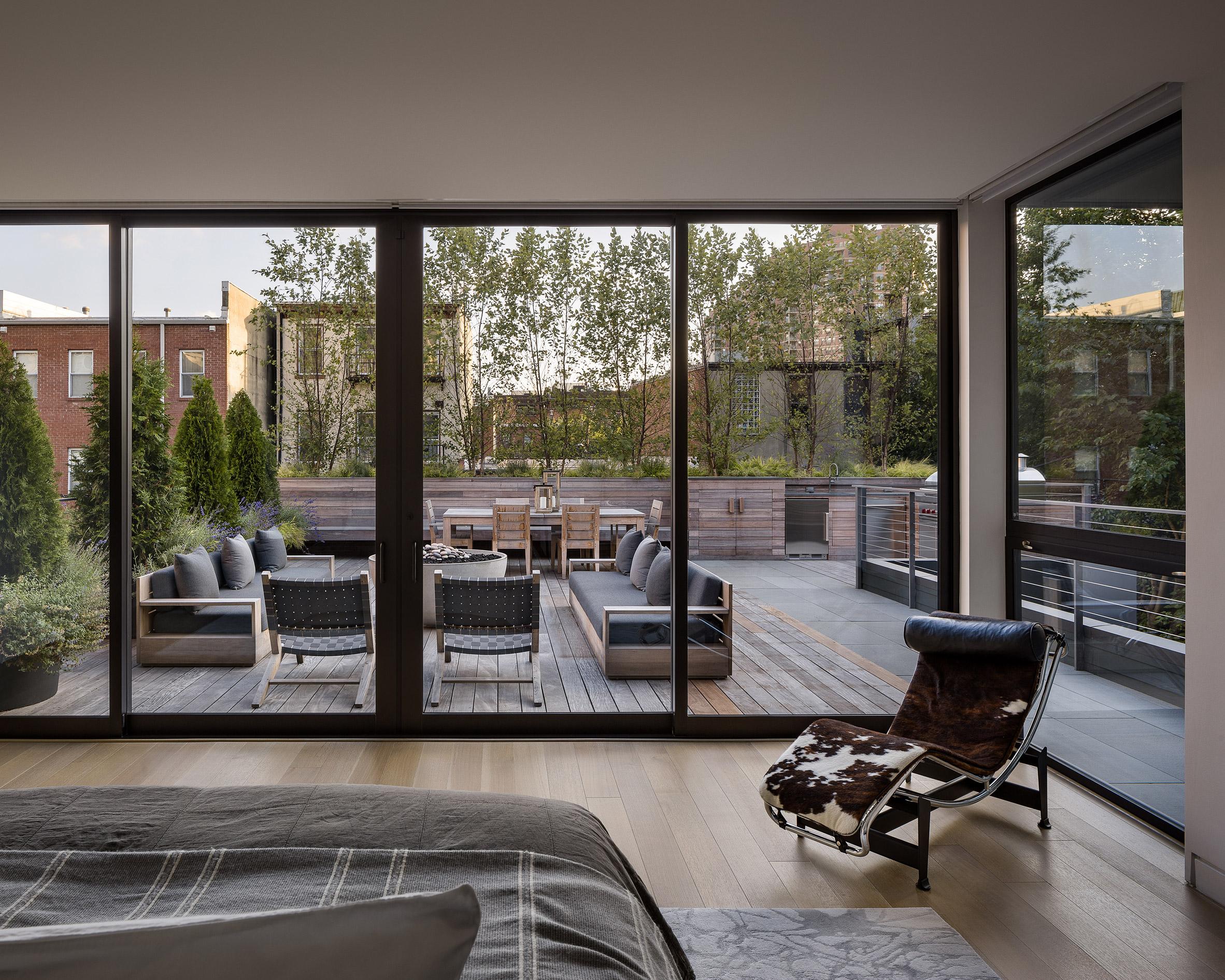 paulus-hook-residence-fogarty-finger-interiors-new-jersey-usa_dezeen_2364_col_9.jpg