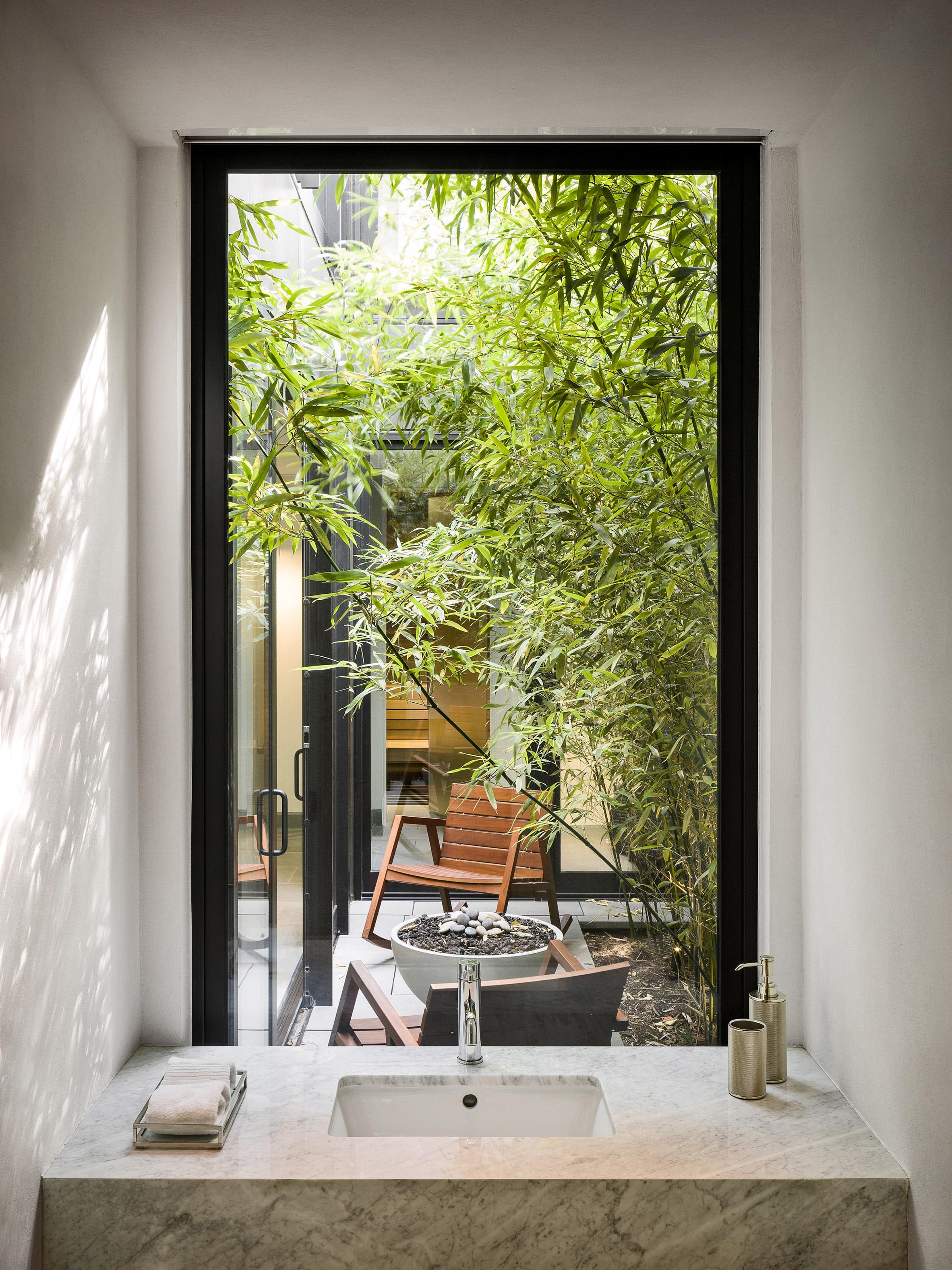 paulus-hook-residence-fogarty-finger-interiors-new-jersey-usa_dezeen_2364_col_6.jpg