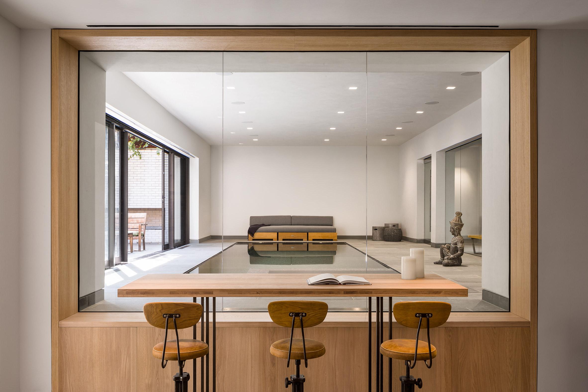 paulus-hook-residence-fogarty-finger-interiors-new-jersey-usa_dezeen_2364_col_11.jpg