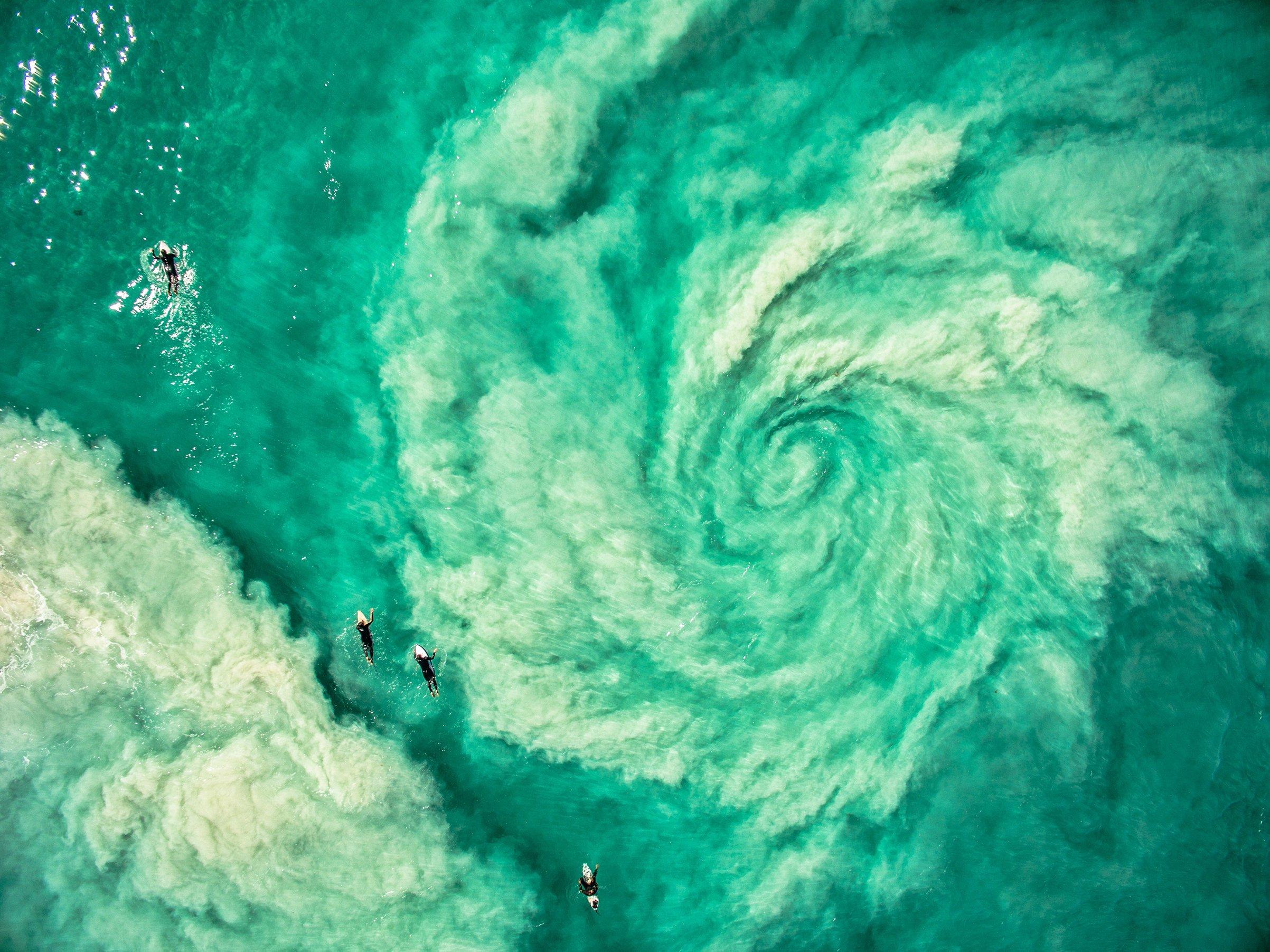 drone-surfers-australia.jpg