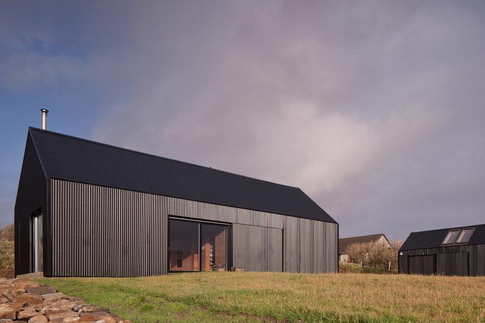 black-shed-house-1-thumb-960xauto-96505.jpg