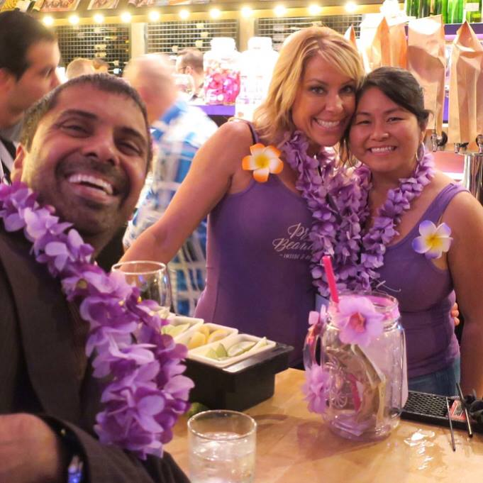 Friend Peter supporting Nicole and Doris behind the bar!