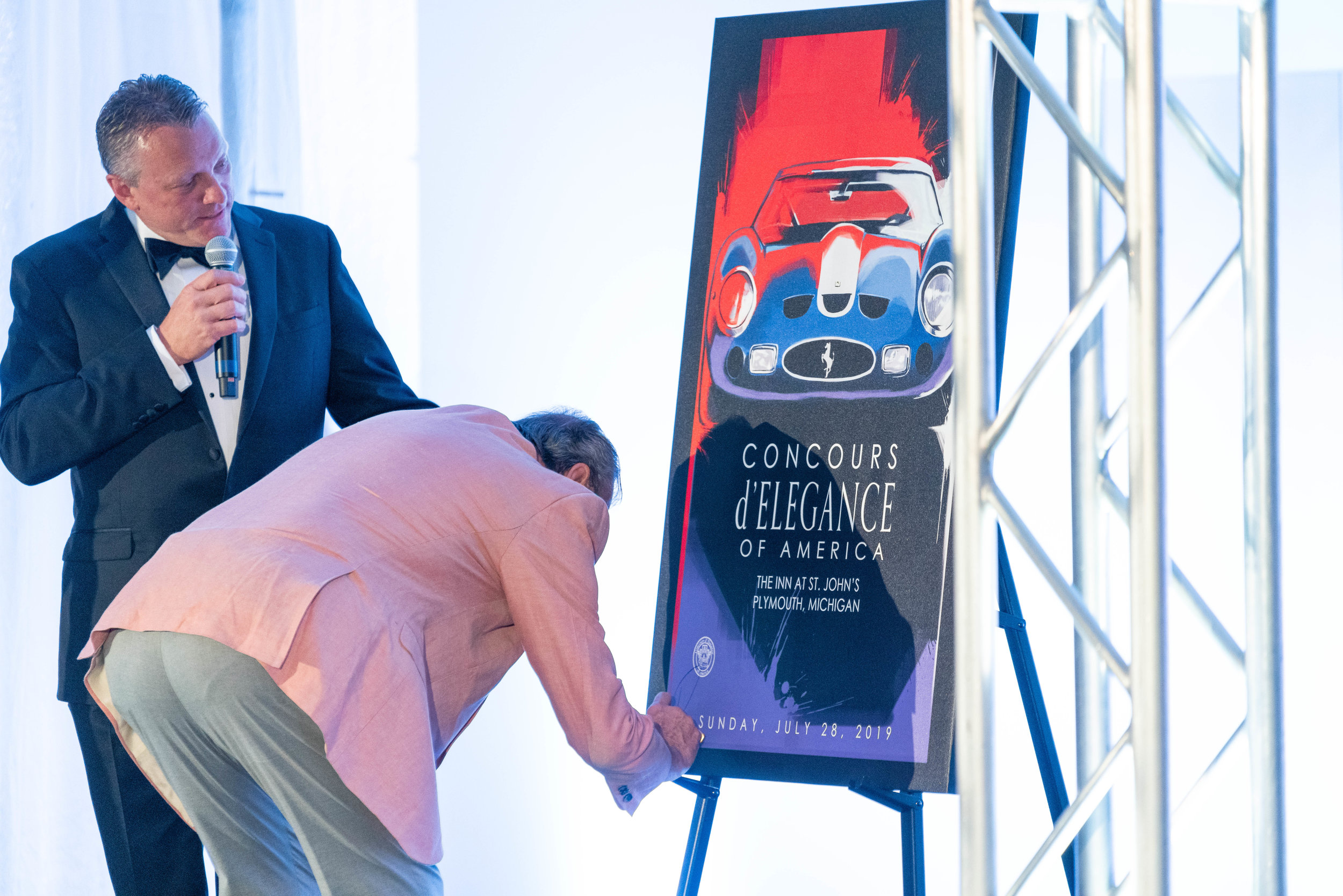 Ex-Formula 1 Race Car Driver and Commentator David Hobbs signs the Live Auction art piece by CCS student, Fabrizio Orsidepaula.