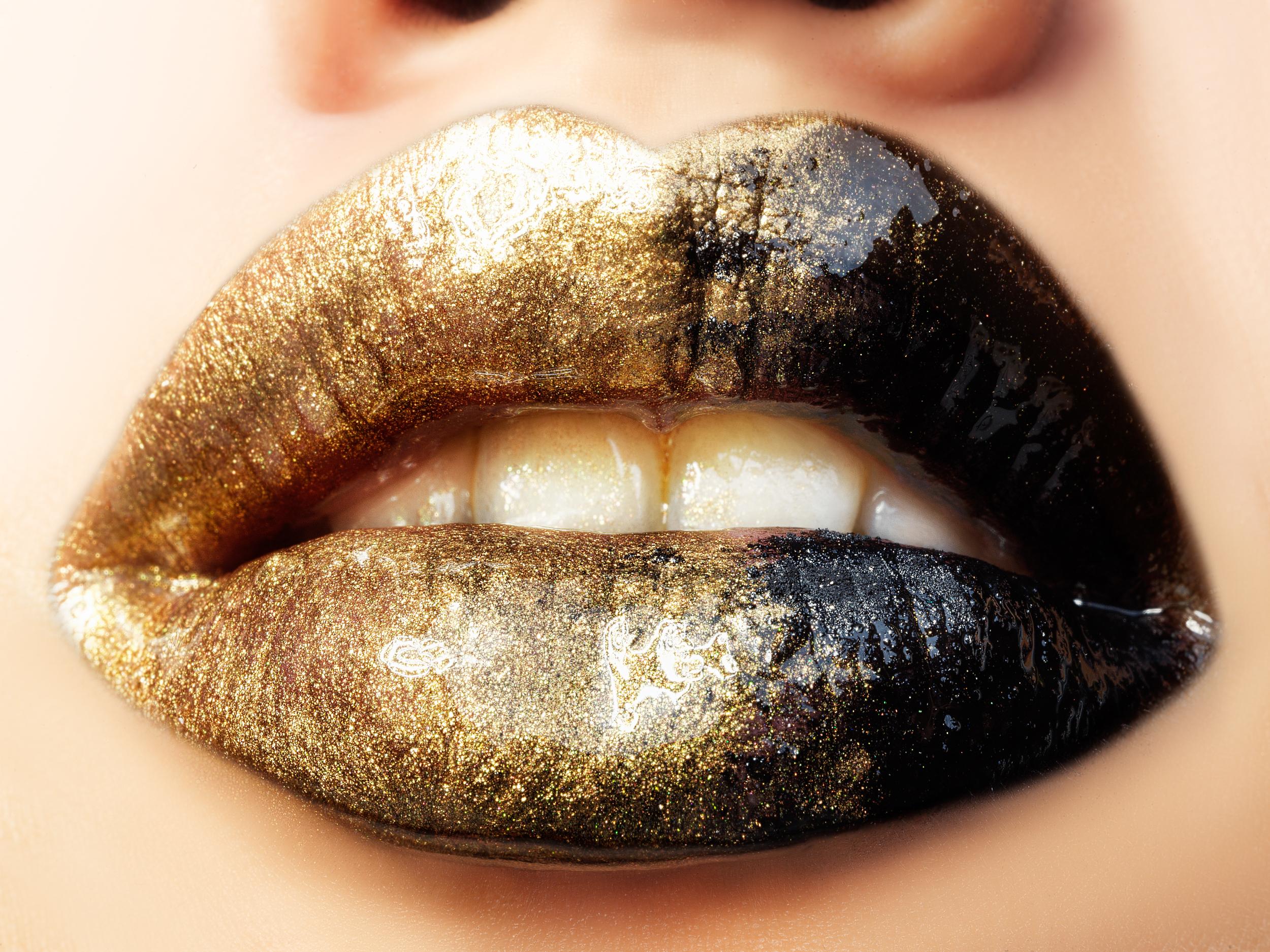 metalic lips