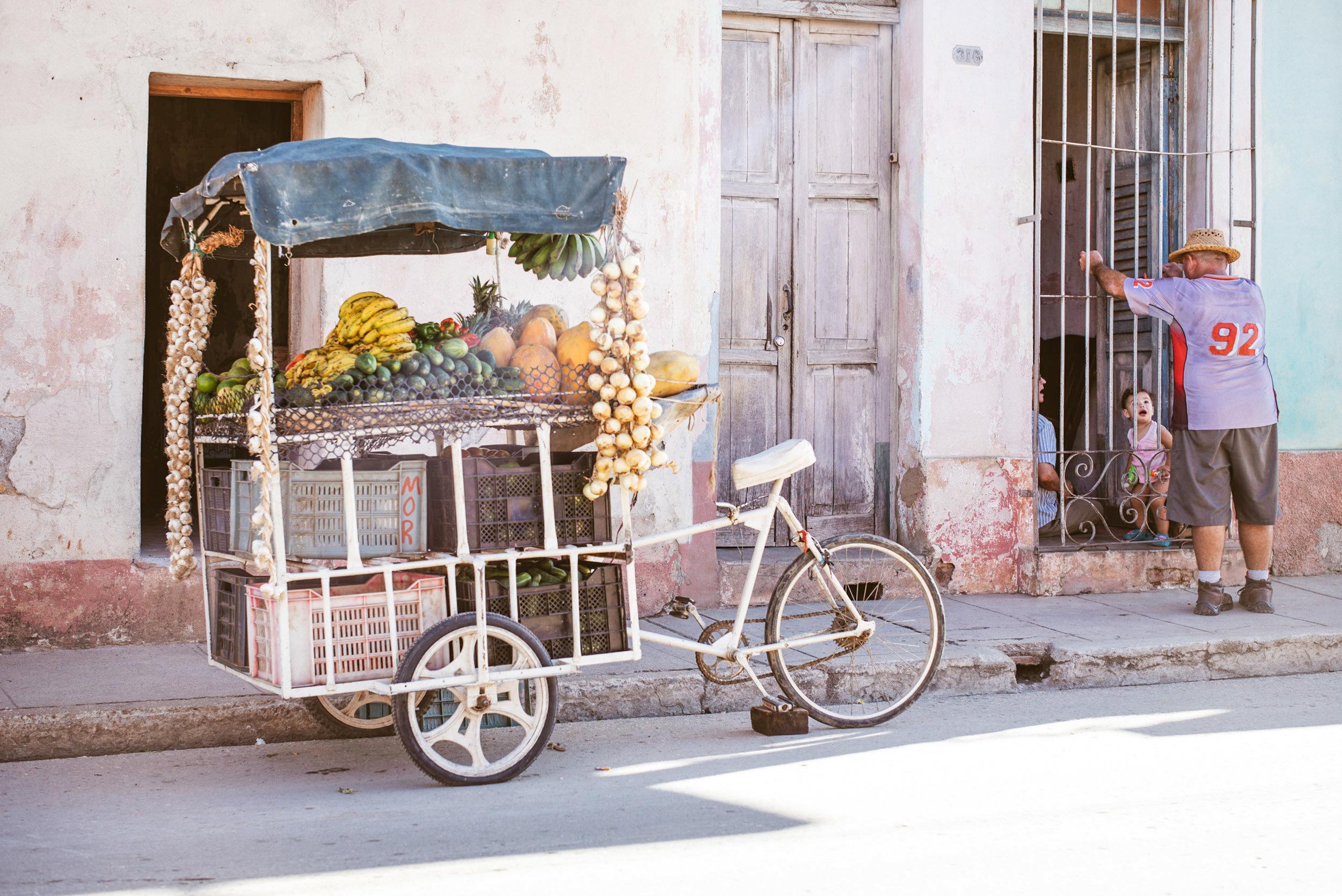 Trinidad, Früchtehändler -4.jpg
