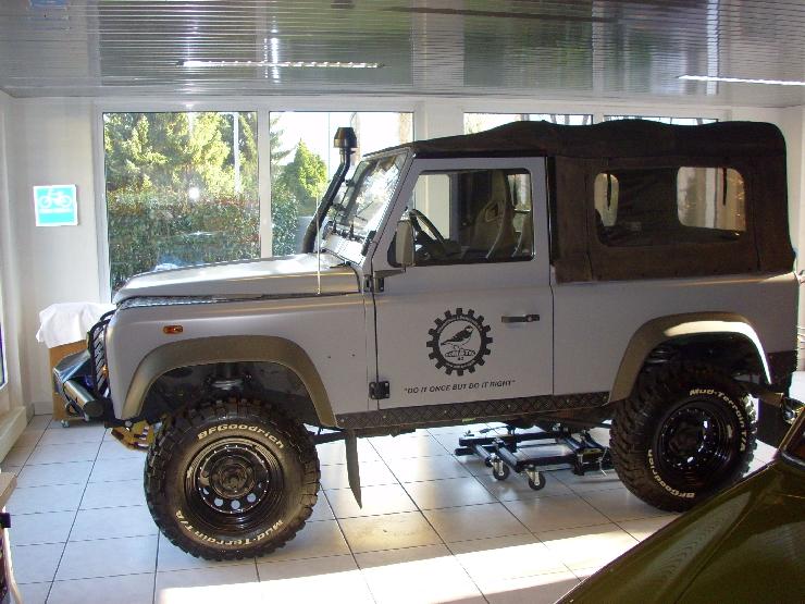 2012-04 Land Rover Plane 002.jpg