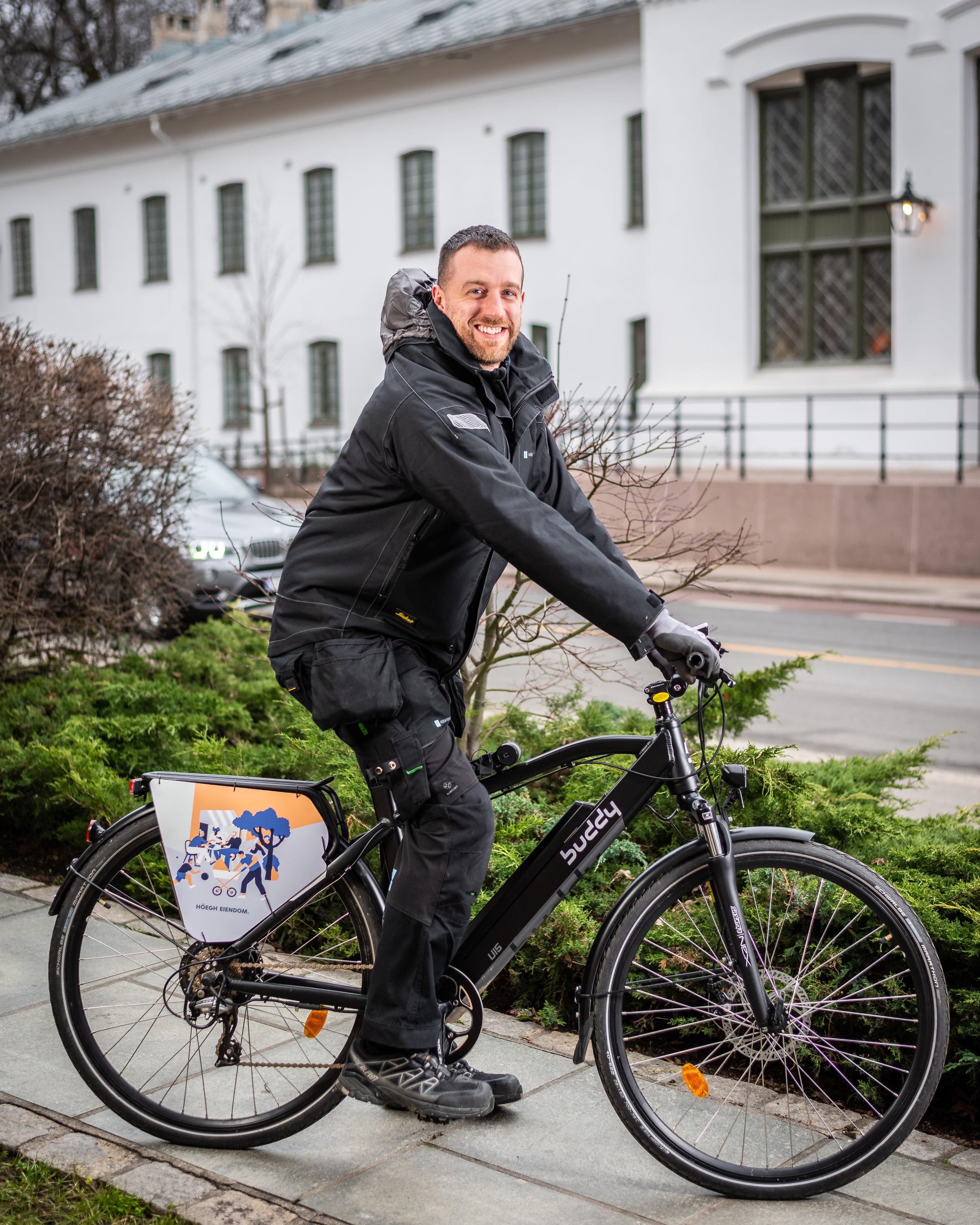 d30d8be1 Tidlig i september 2018 hentet Höegh Eiendom sin første Buddy Bike. Det var  den blide vaktmesteren Dominik som skulle sykle den første turen, og han  gledet ...