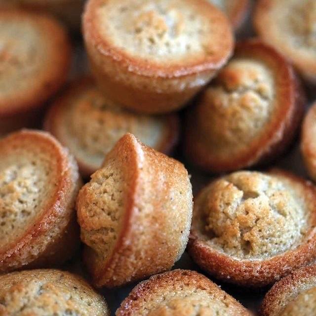 Financiers e cafezinho: tem carinho mais gostoso ao paladar durante os breaks da tarde? Na Boulangerie do Le Vin tem!