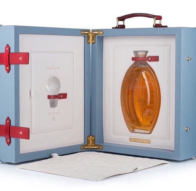 Dica para colecionadores: um dos mais extraordinários single malt, produzido para a série The Macallan #goldenageoftravel, data de 1937 e está em um lindíssimo decanter de cristal Lalique, a venda no freeshop do aeroporto de Heathrow!