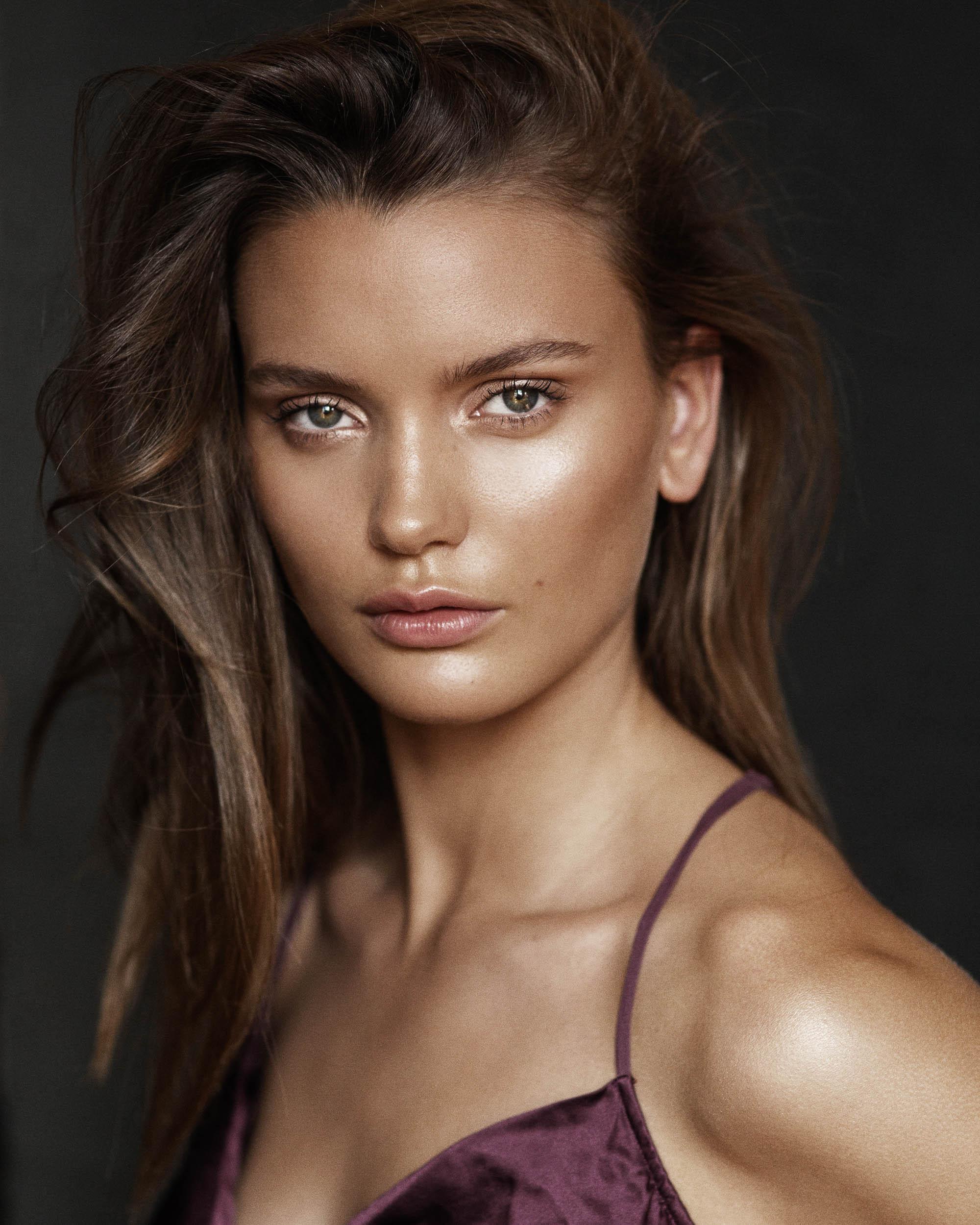 Viviens Model Evie Rorvik photography by Nick Walters.jpg
