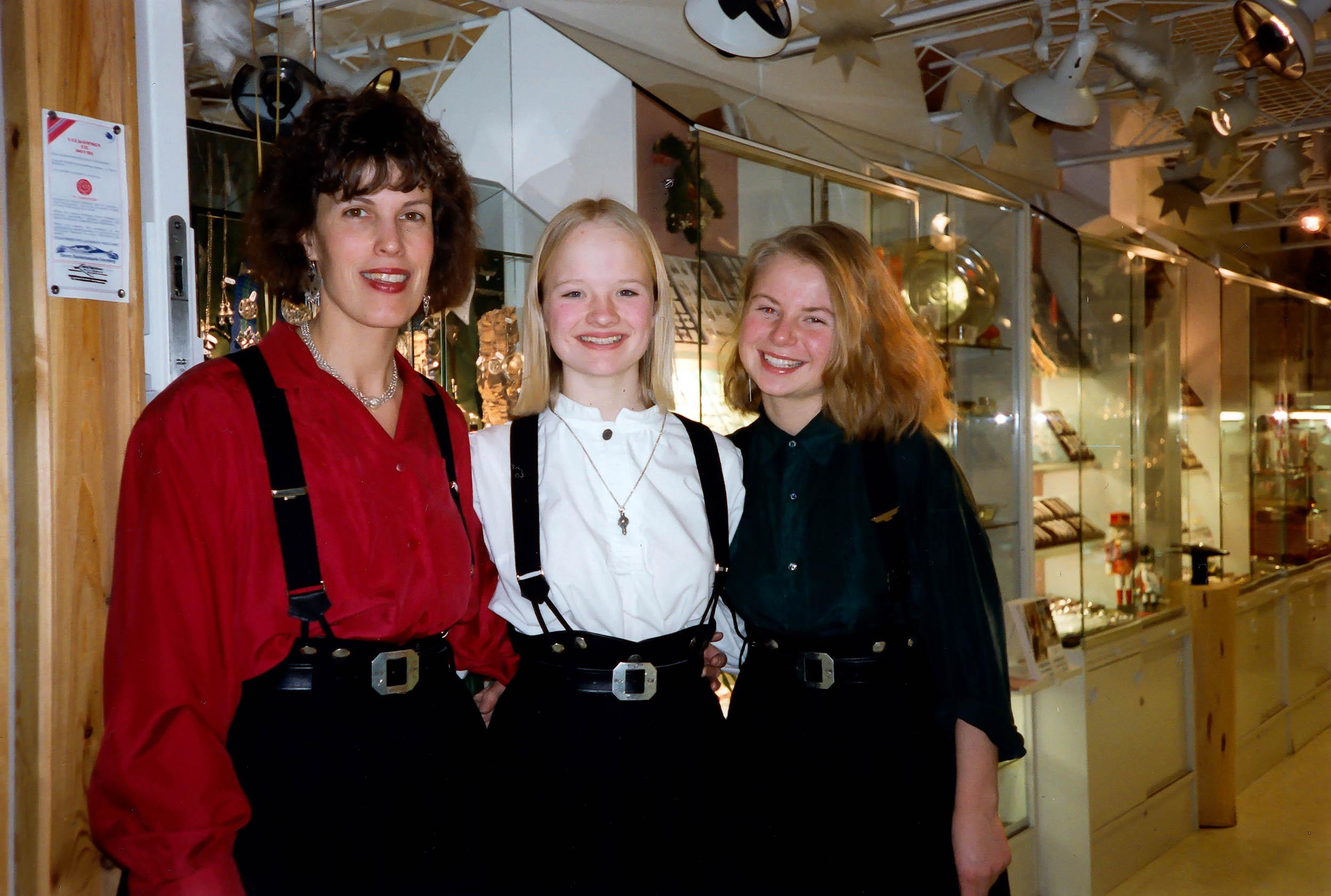Her med to av »veteranene» fra 90-tallet Laura (t.v.), Anne Marte Amble og Ingrid Smette.
