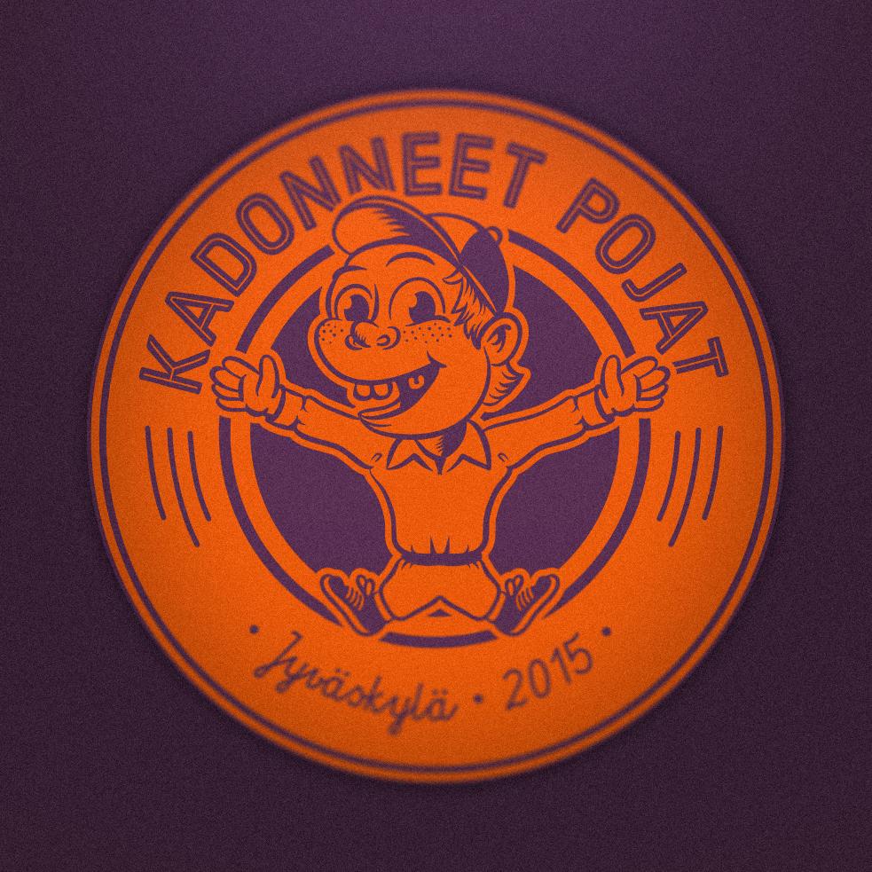 Logoon haluttiin reipasta poikamaista tunnelmaa, vaikka seuran jäsenet ovatkin poikavuodet ohittaneet jo vuosikymmeniä sitten.