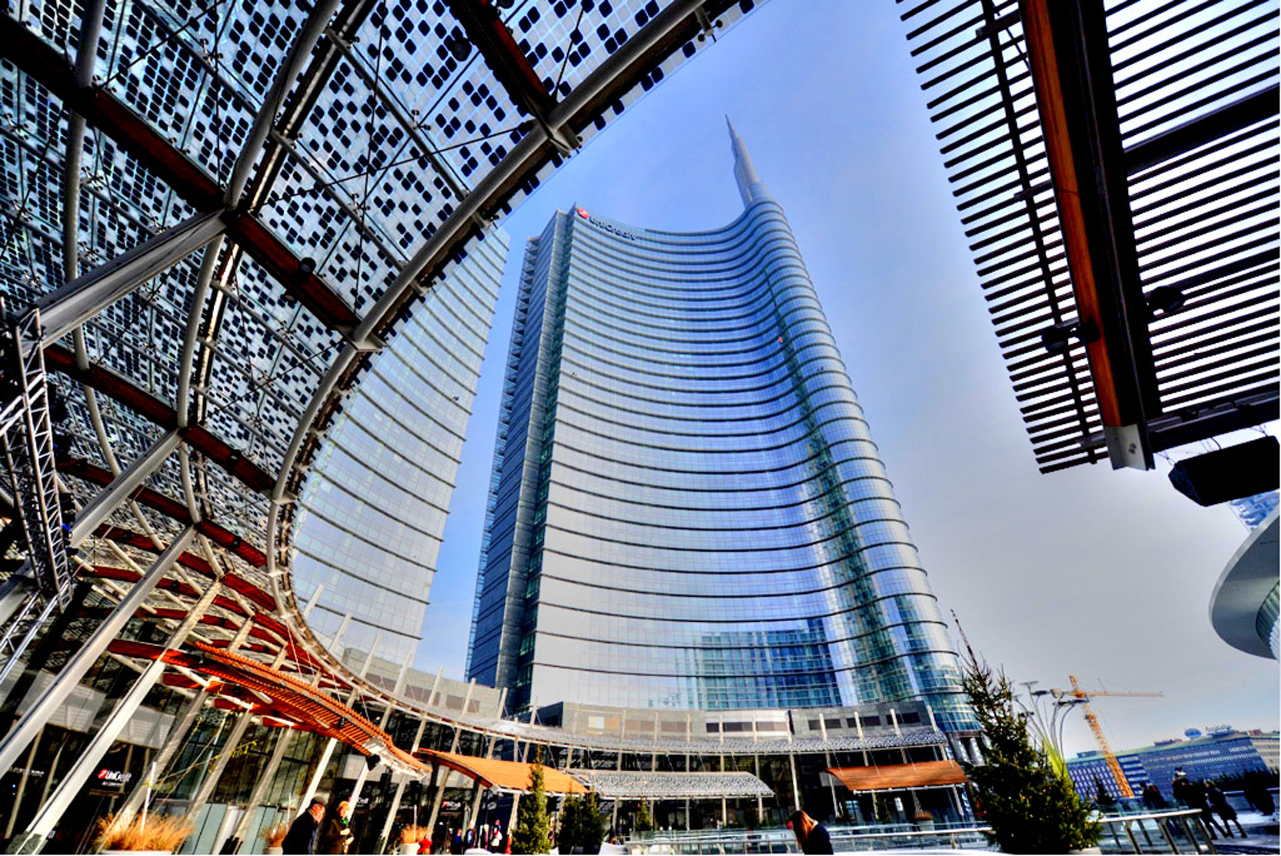 Piazza Gae Aulenti and the Unicredit Tower.