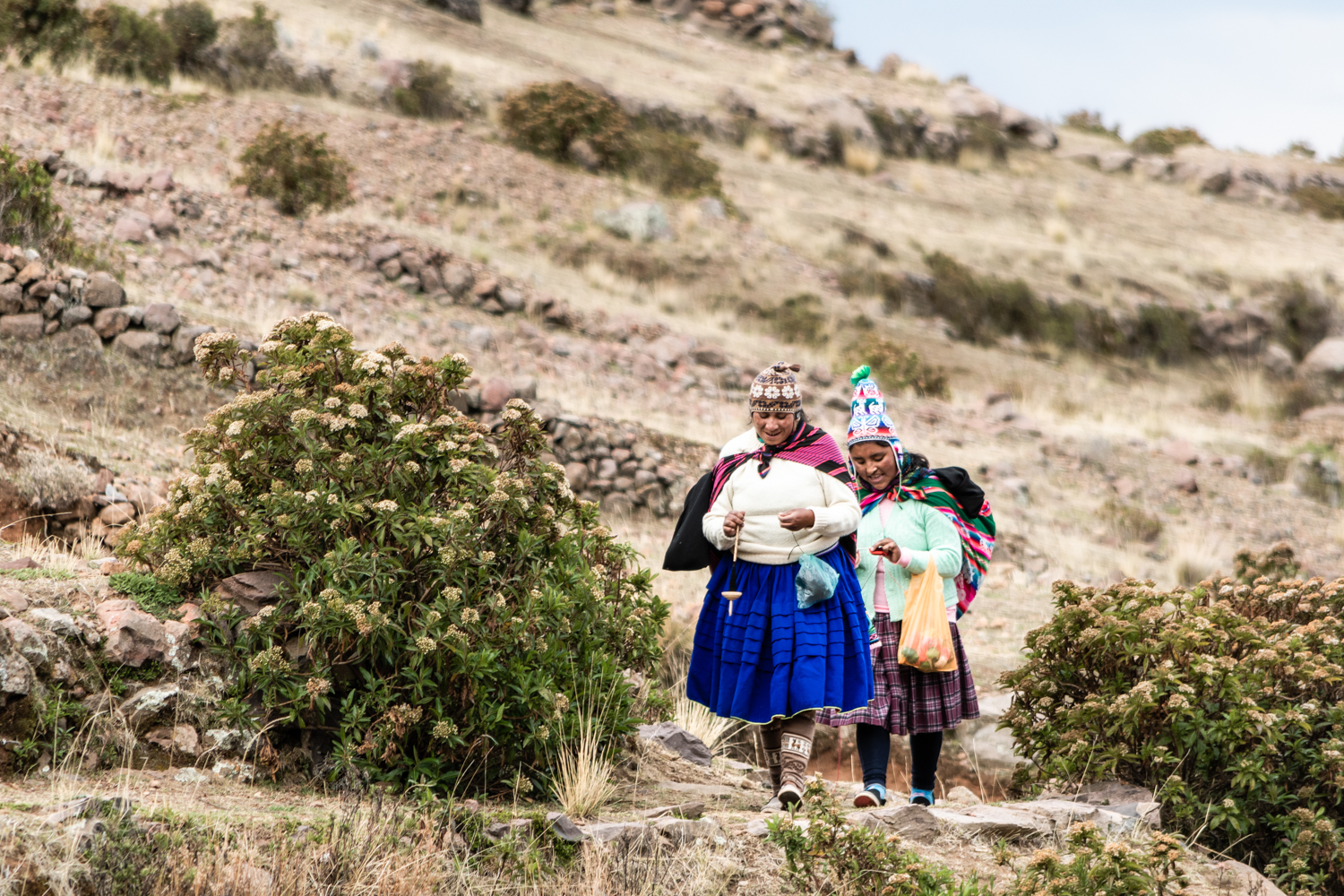Women are used to knit while climbing the hills of Amantani.