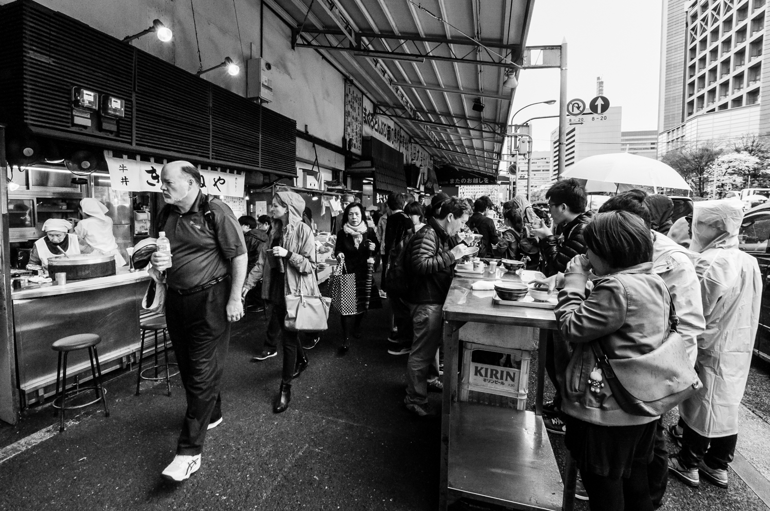 Food stalls attract hundreds of locals and tourists every day.