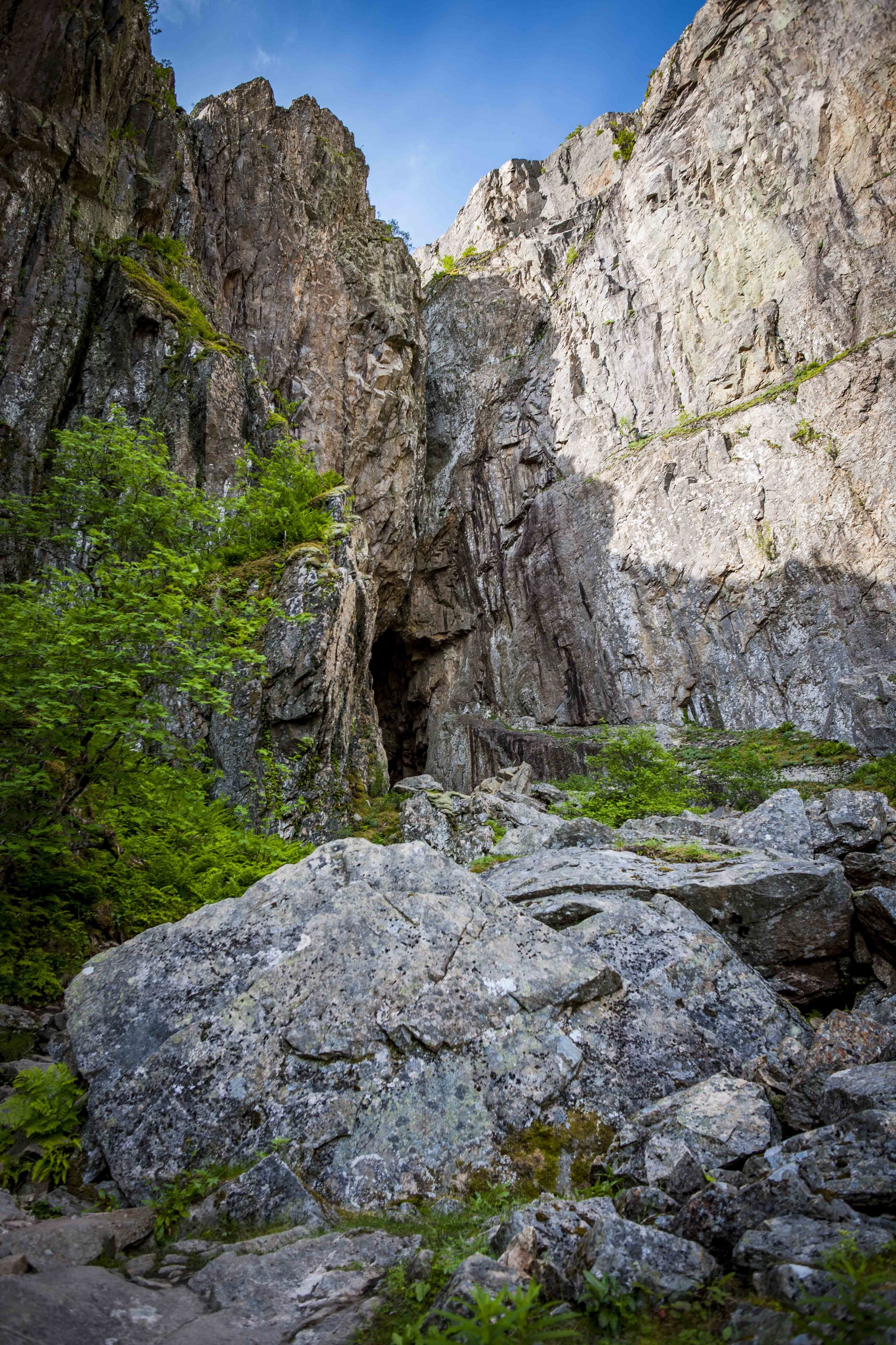 Easy climb up to Torghatten
