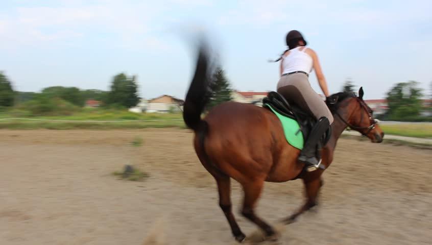 woman-riding-horse-blog-laura-boone